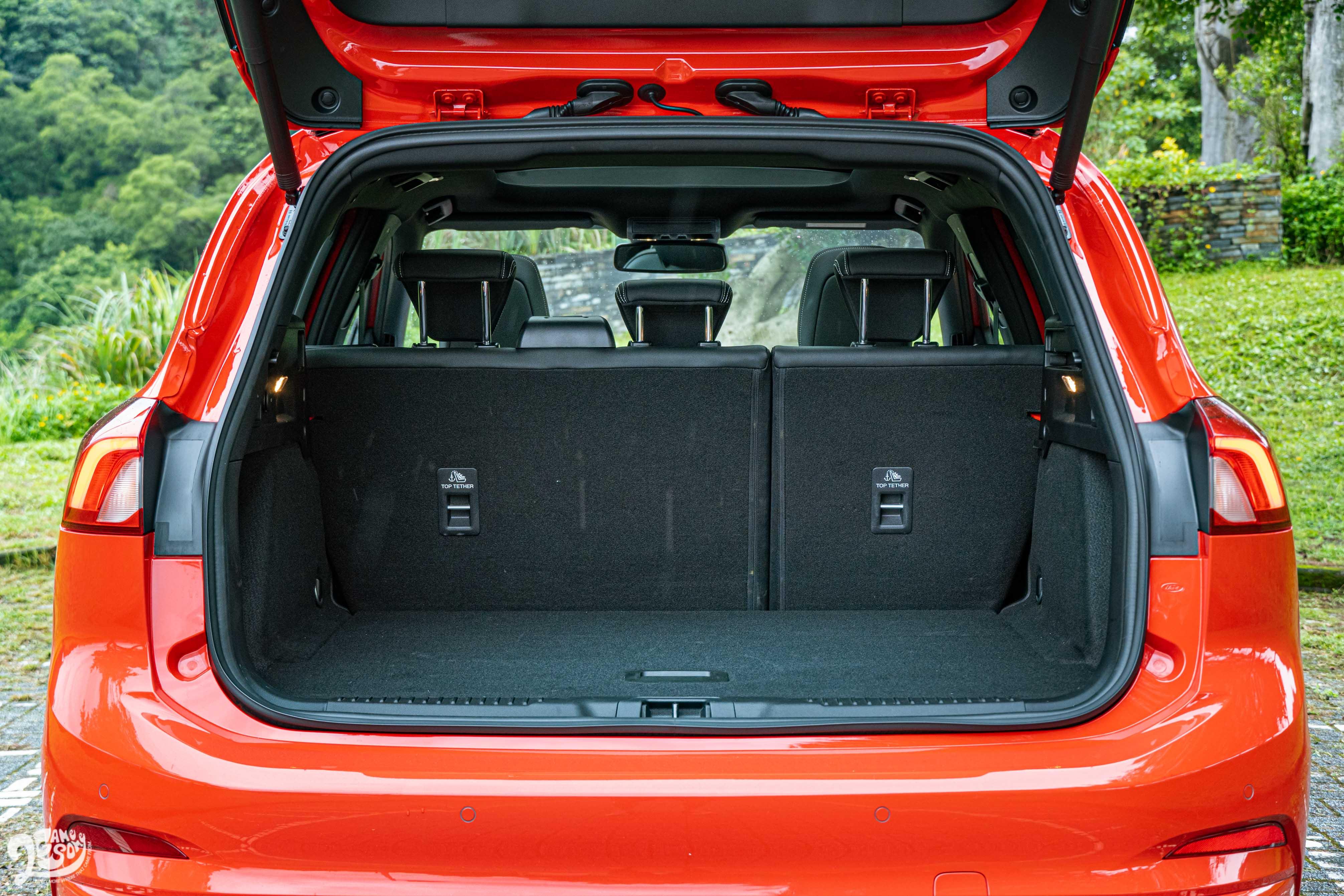 行李廂機能是 ST Wagon 的一大賣點。