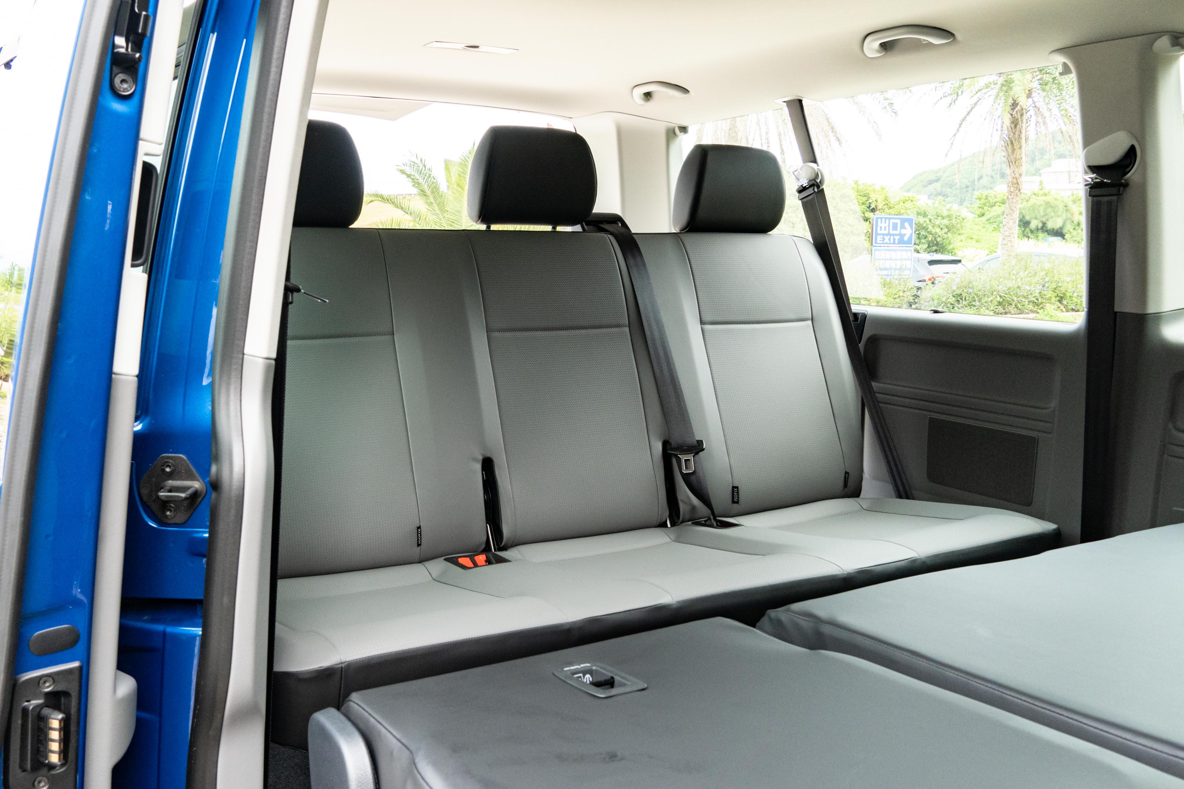 第二至四排皆為可拆除式座椅,讓運將在購車後還保有一定程度的變化彈性。