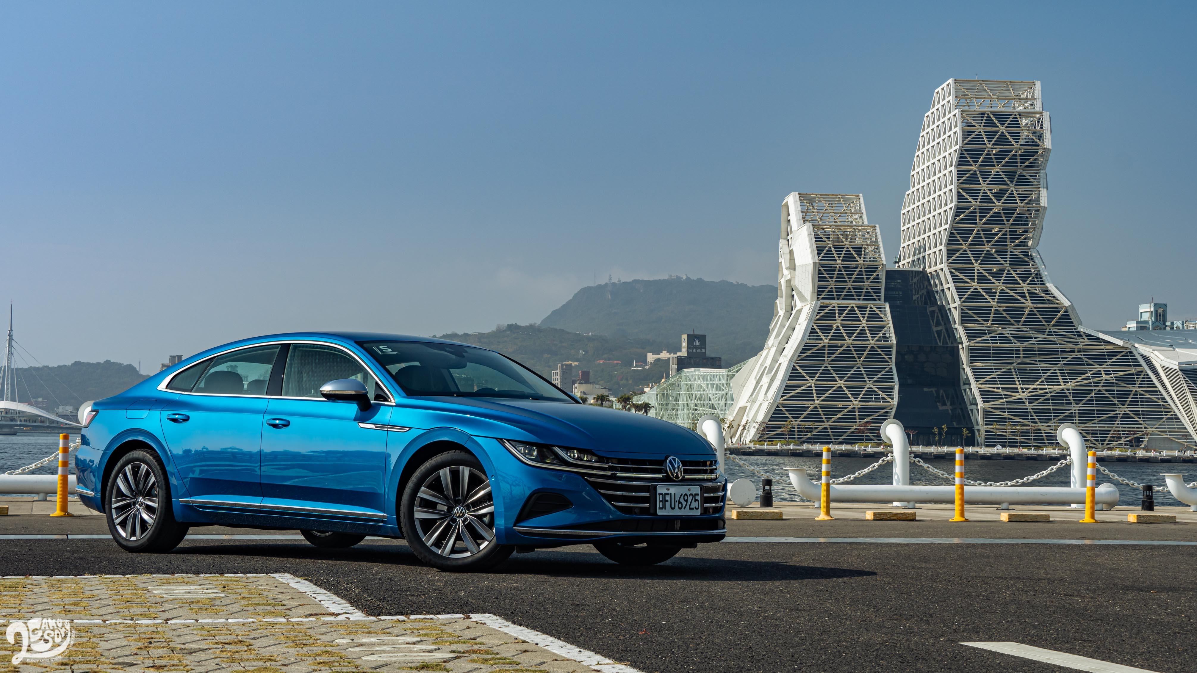 試駕車款為 Arteon Fastback 330 TSI Elegance Premium,售價新台幣 165.8 萬元起。