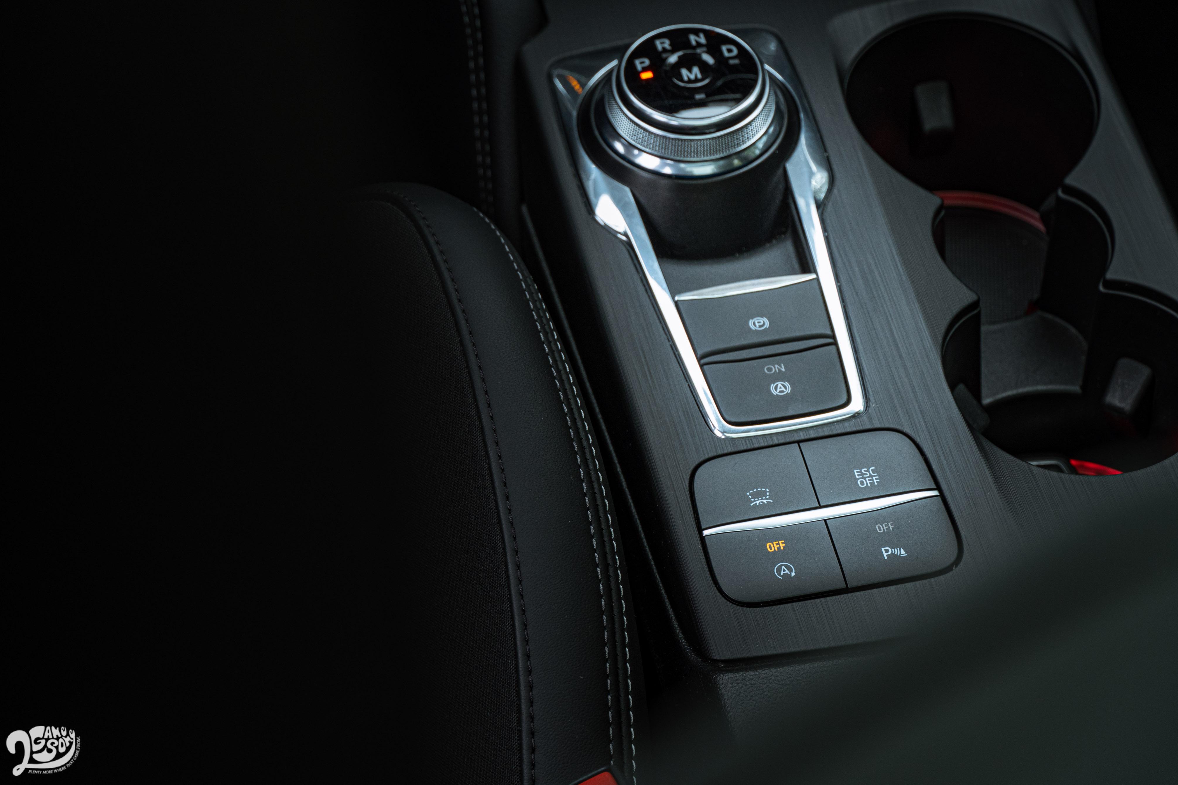 延續本世代 Focus 的 E-Shifter 電子式旋鈕排檔系統。