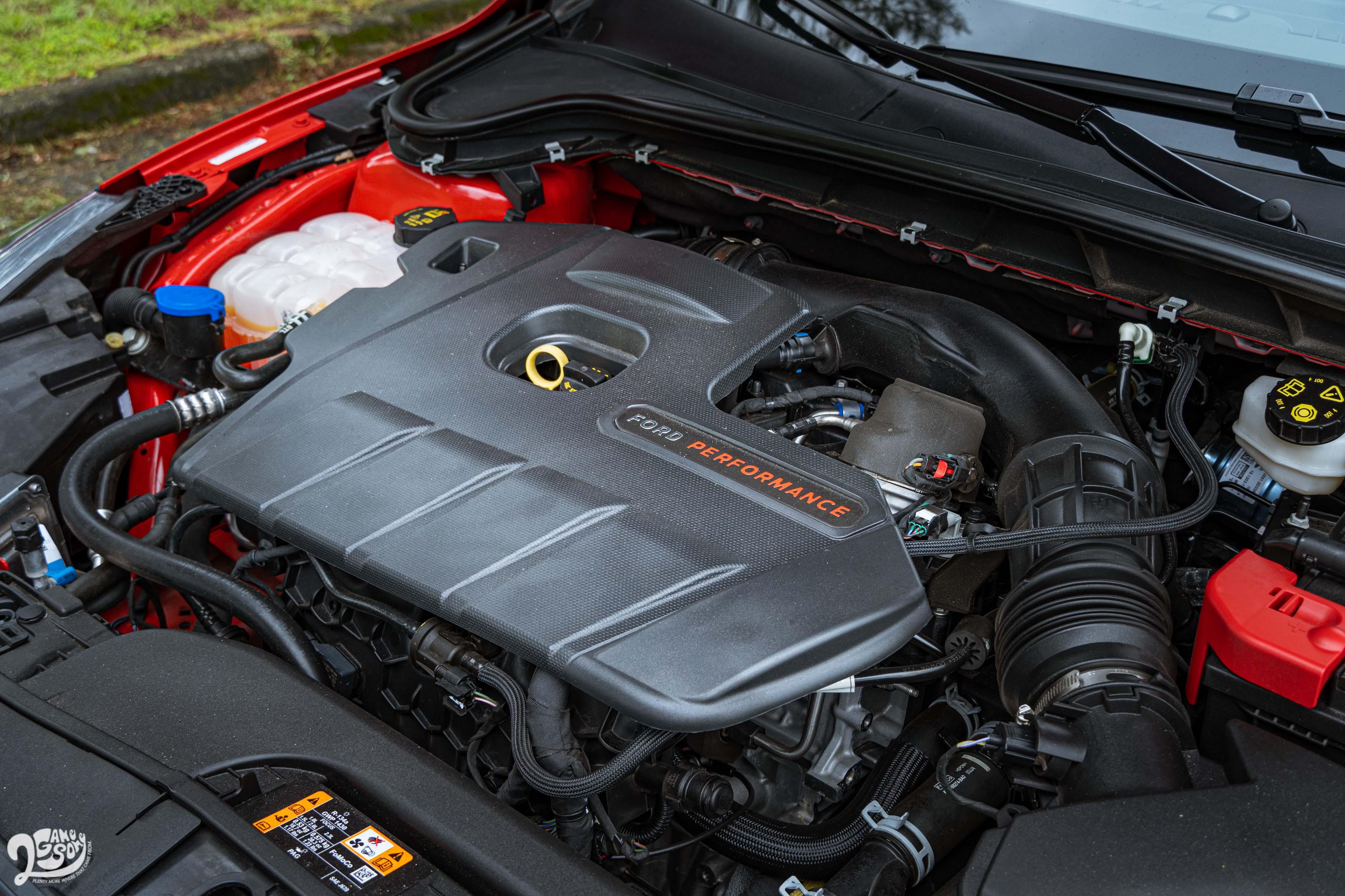 由 Ford Performance 調校的 EcoBoost 雙渦流渦輪增壓汽油引擎輸出達 280 ps 與 42.3 kgm。