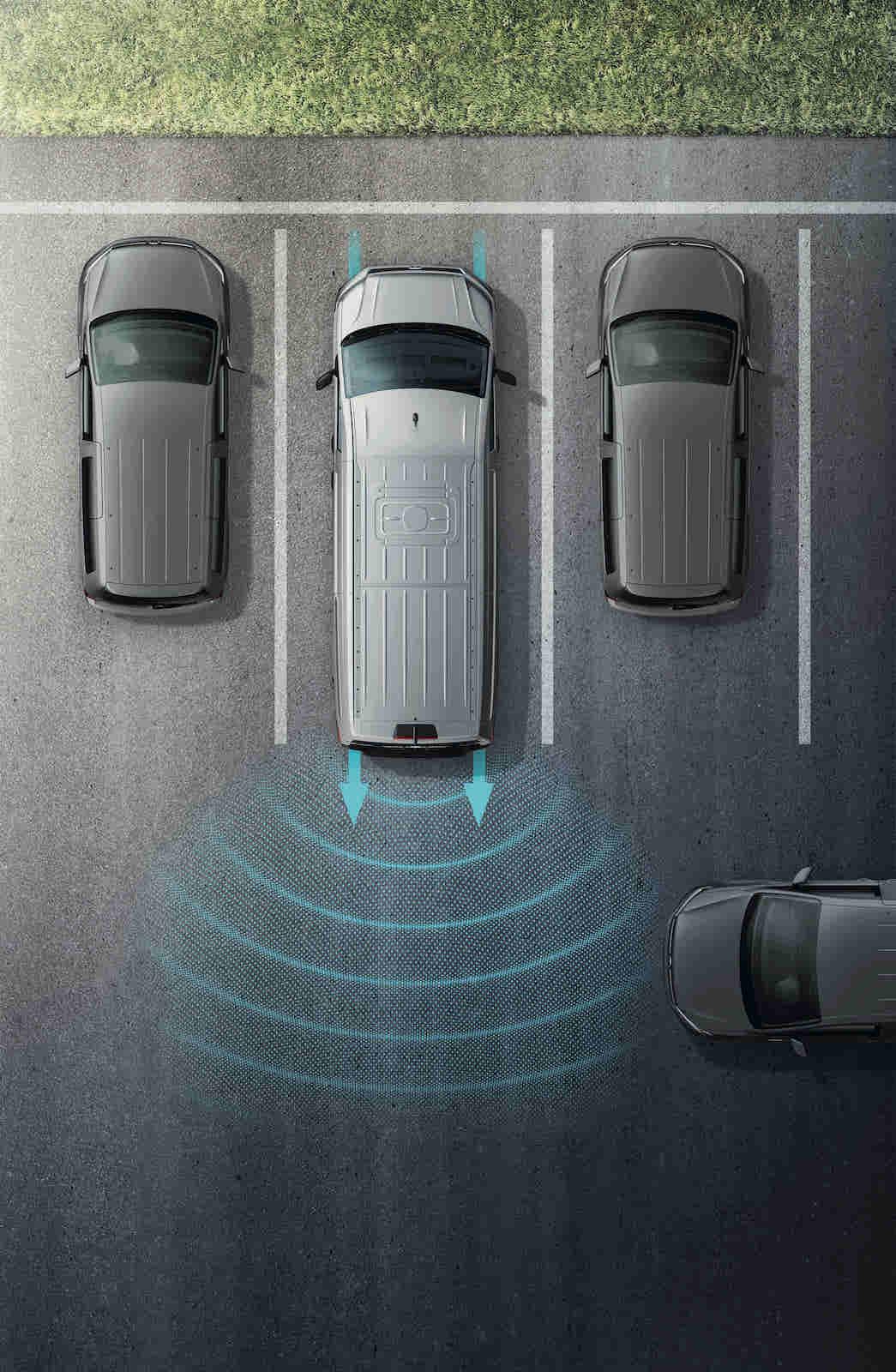 RTA 後方橫向車流警示系統 (含煞車輔助功能)。