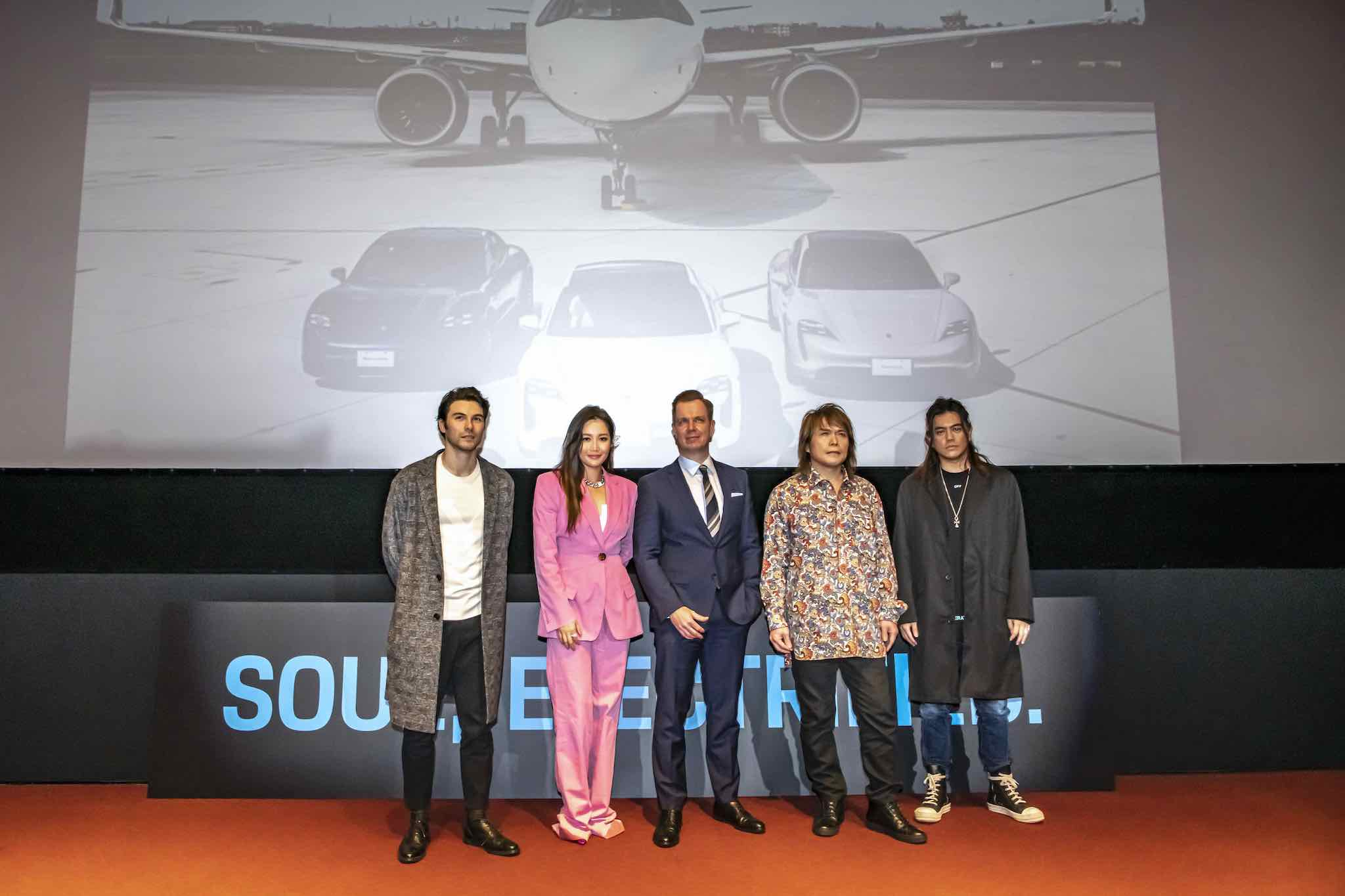 跑車大明星嘉賓也前來共襄盛舉Porsche Taycan上市發表會。台灣保時捷總裁Mathias Busse、左邊站著伍佰以及跑車大明星製作人B2;右方則是A-Lin、鳳小岳。