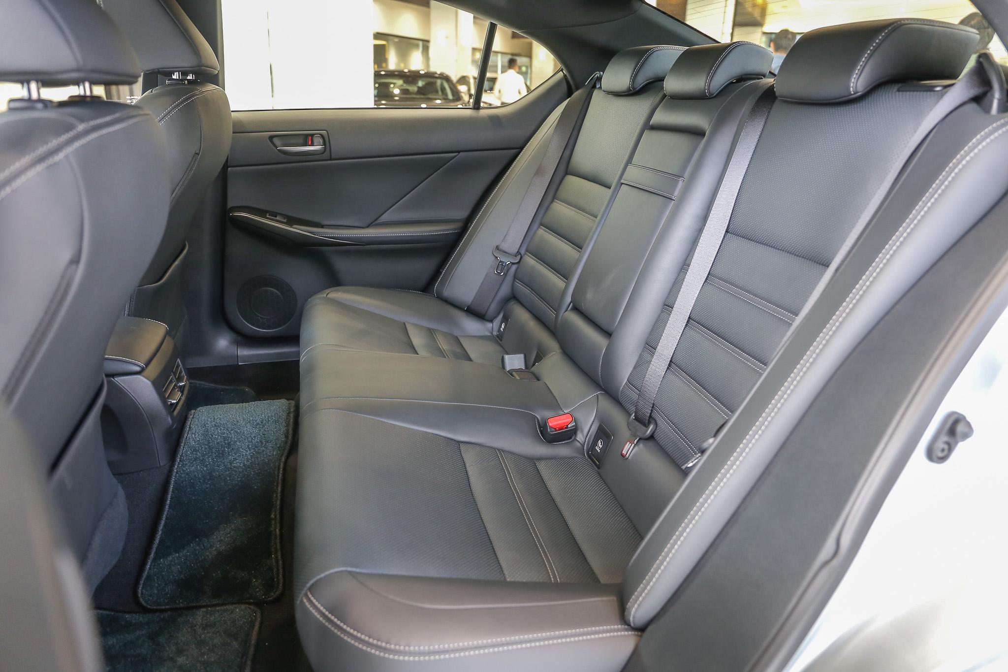 頂級版採用豪華真皮座椅。