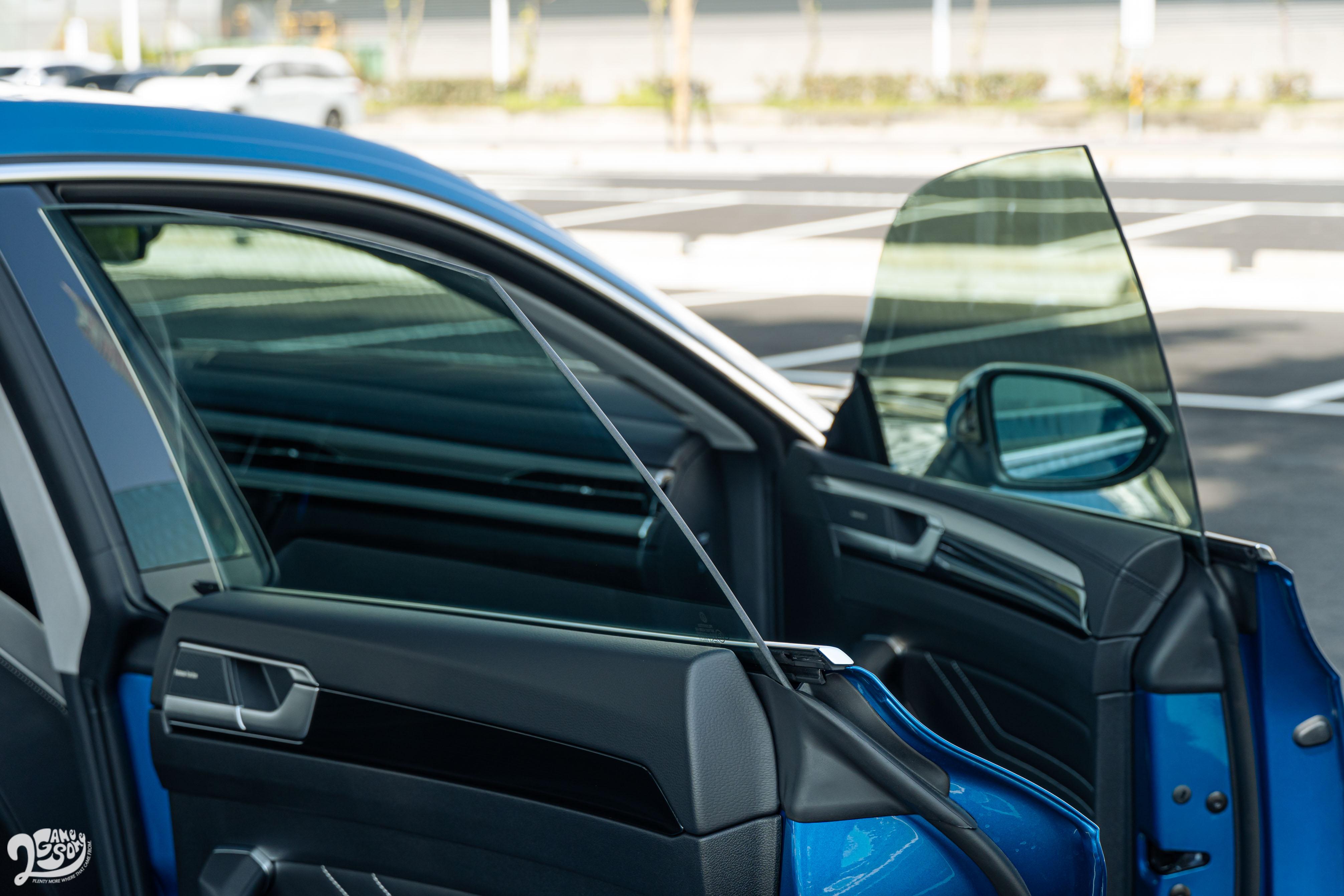 四門無窗框設計,是展現四門跑車身份關鍵。