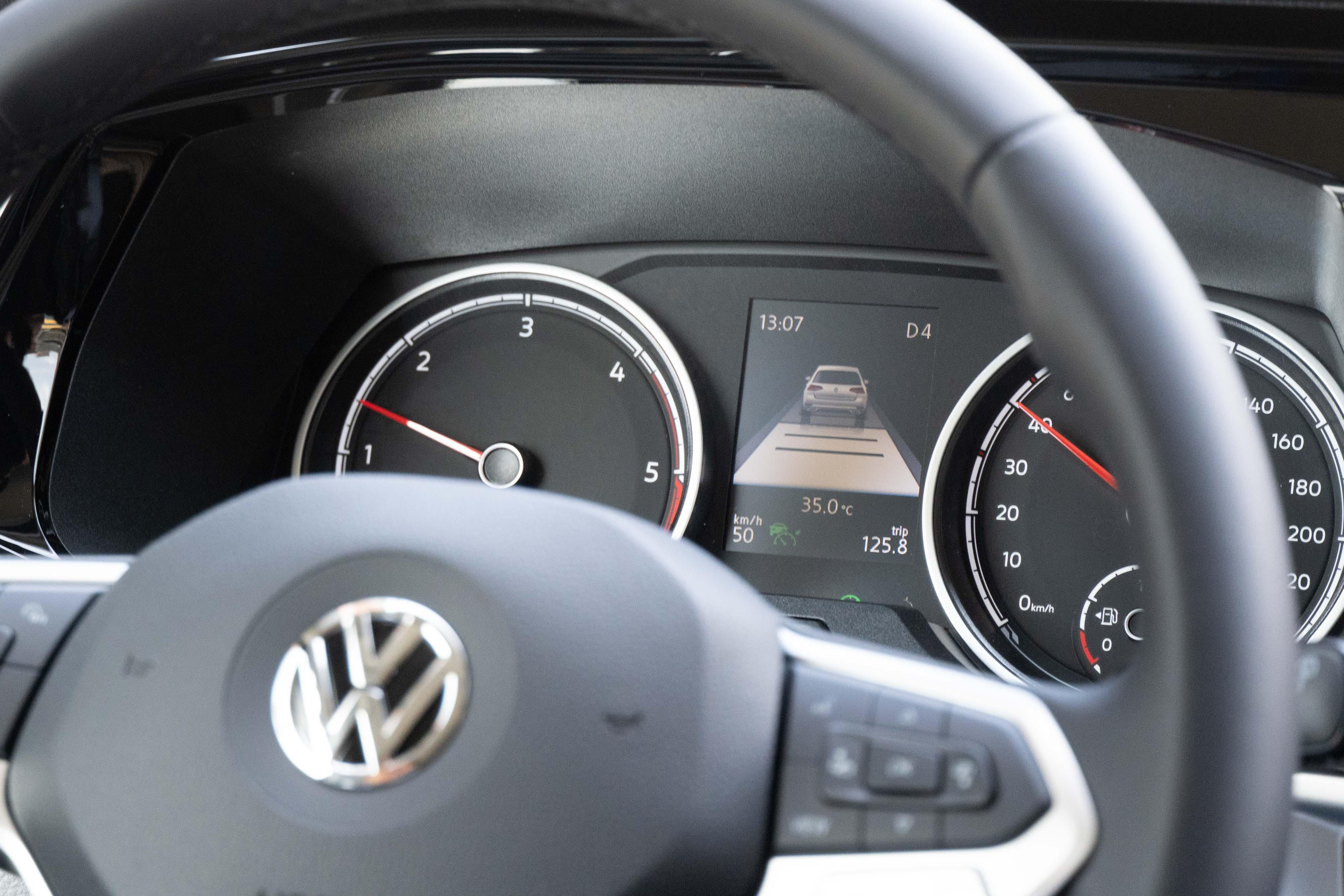 T6.1 Caravelle 199 系列除了全車系標配的「IQ.Drive 智能駕駛輔助系統」,還完整搭載可以跟車到停再啟動(Stop & Go)的全速域 ACC主動式車距調節巡航系統。