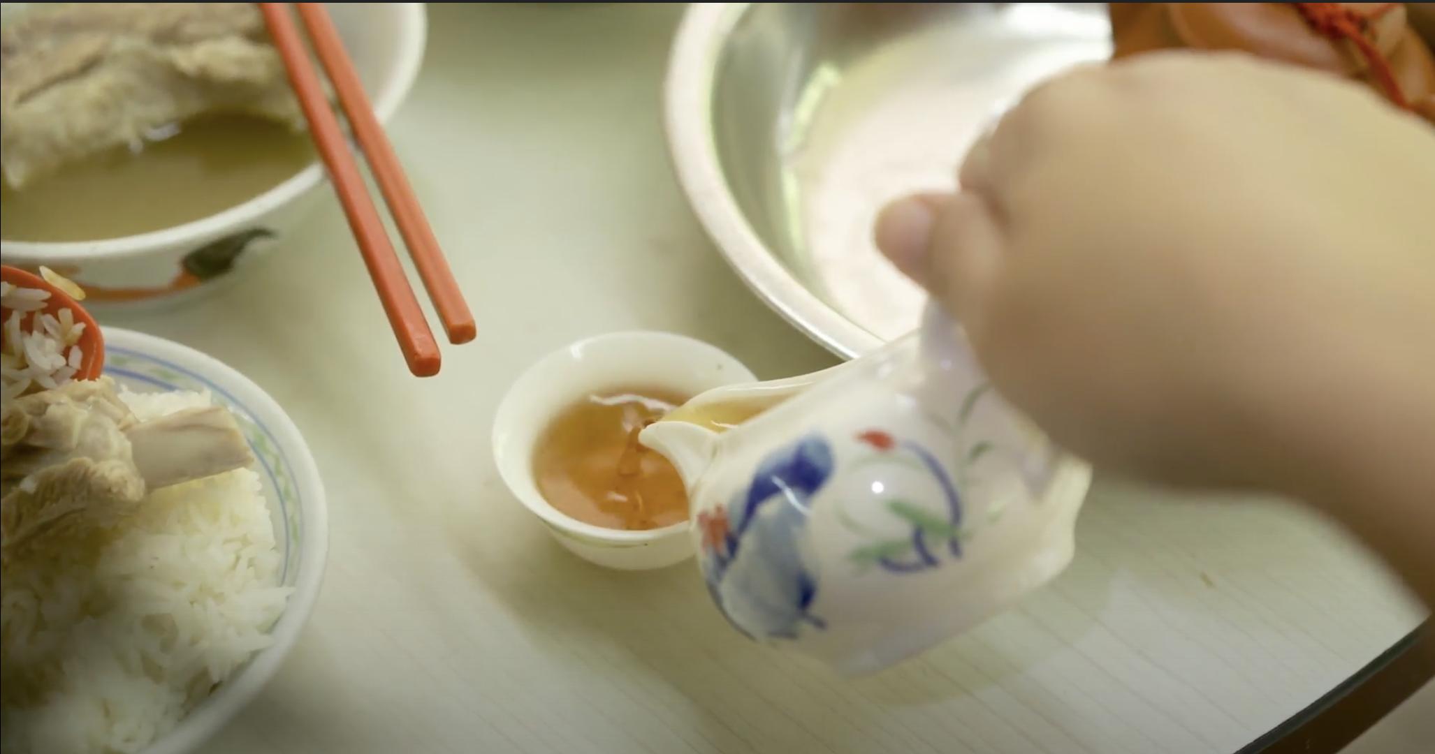 新加坡茶莊走過近百個年頭 第四代接班人堅持遵循古法