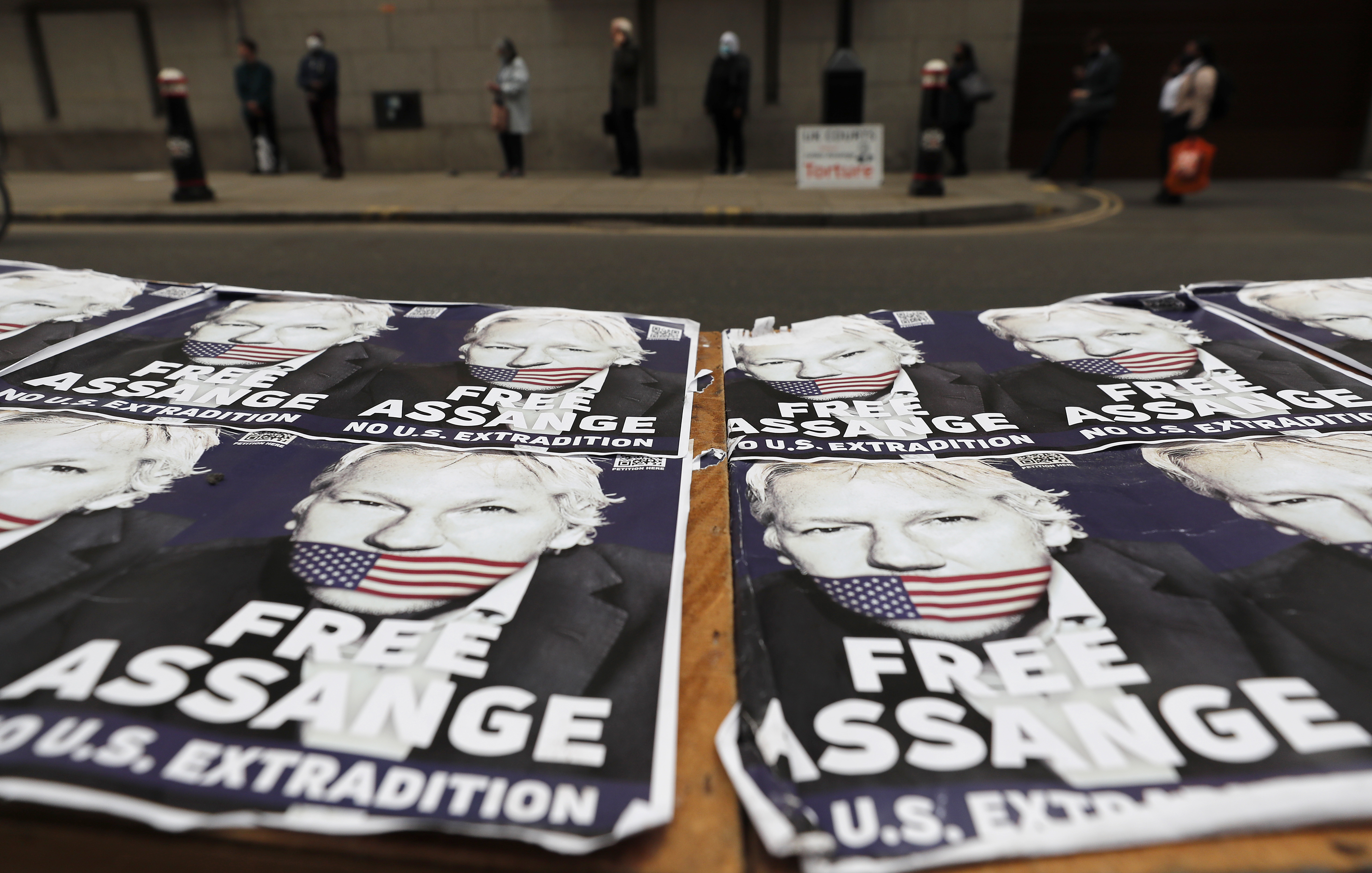 Expert: WikiLeaks Assange a suicide risk if extradited