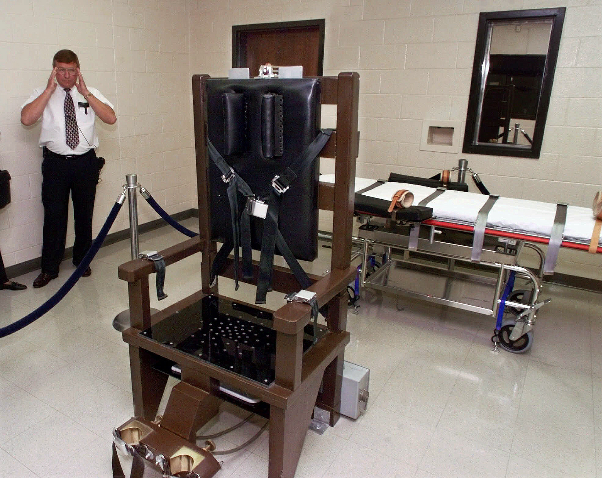 In Tennessee, inmates opt for electric chair over injection