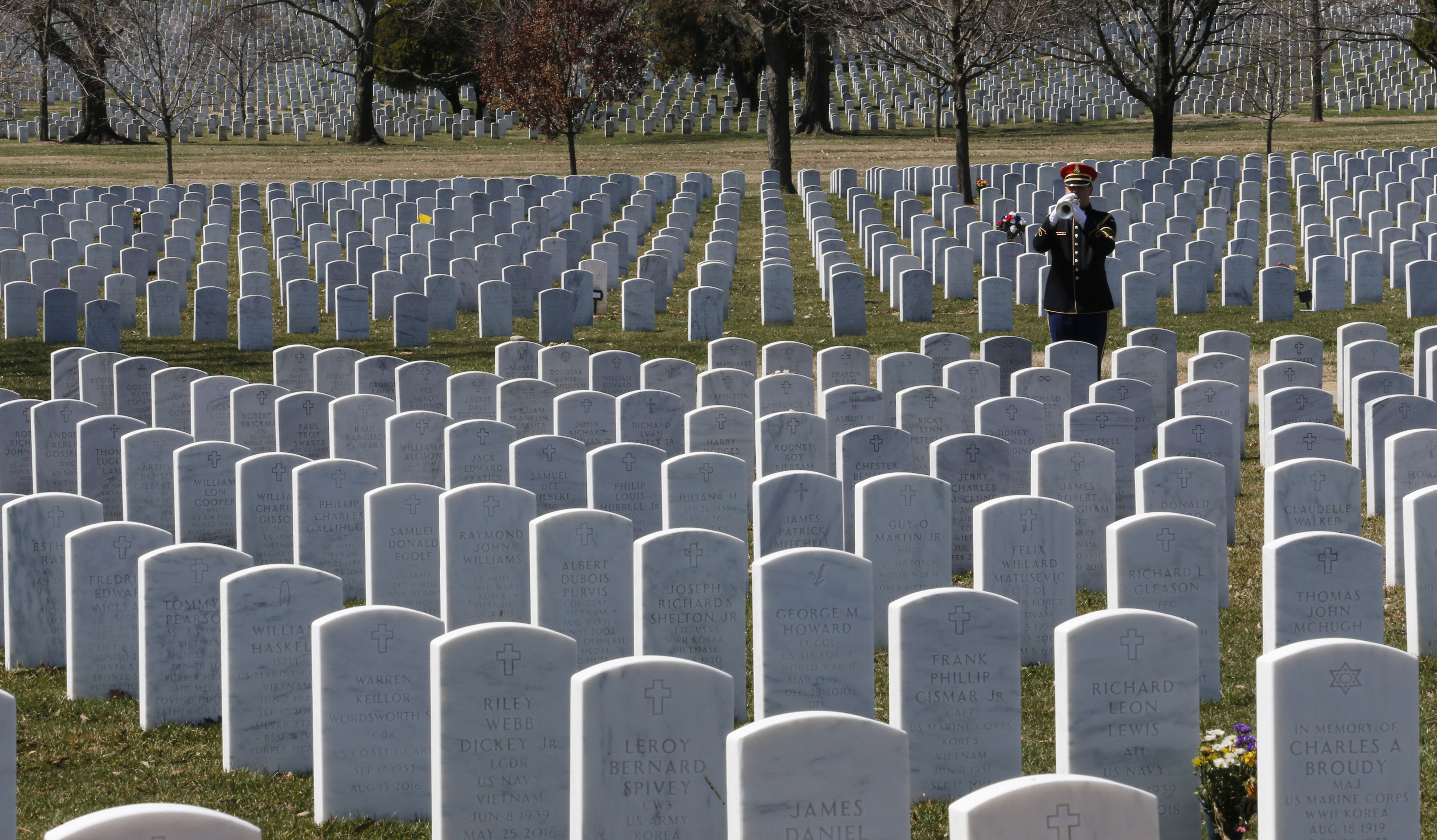 New burial rules seek to extend Arlington Cemetery lifespan