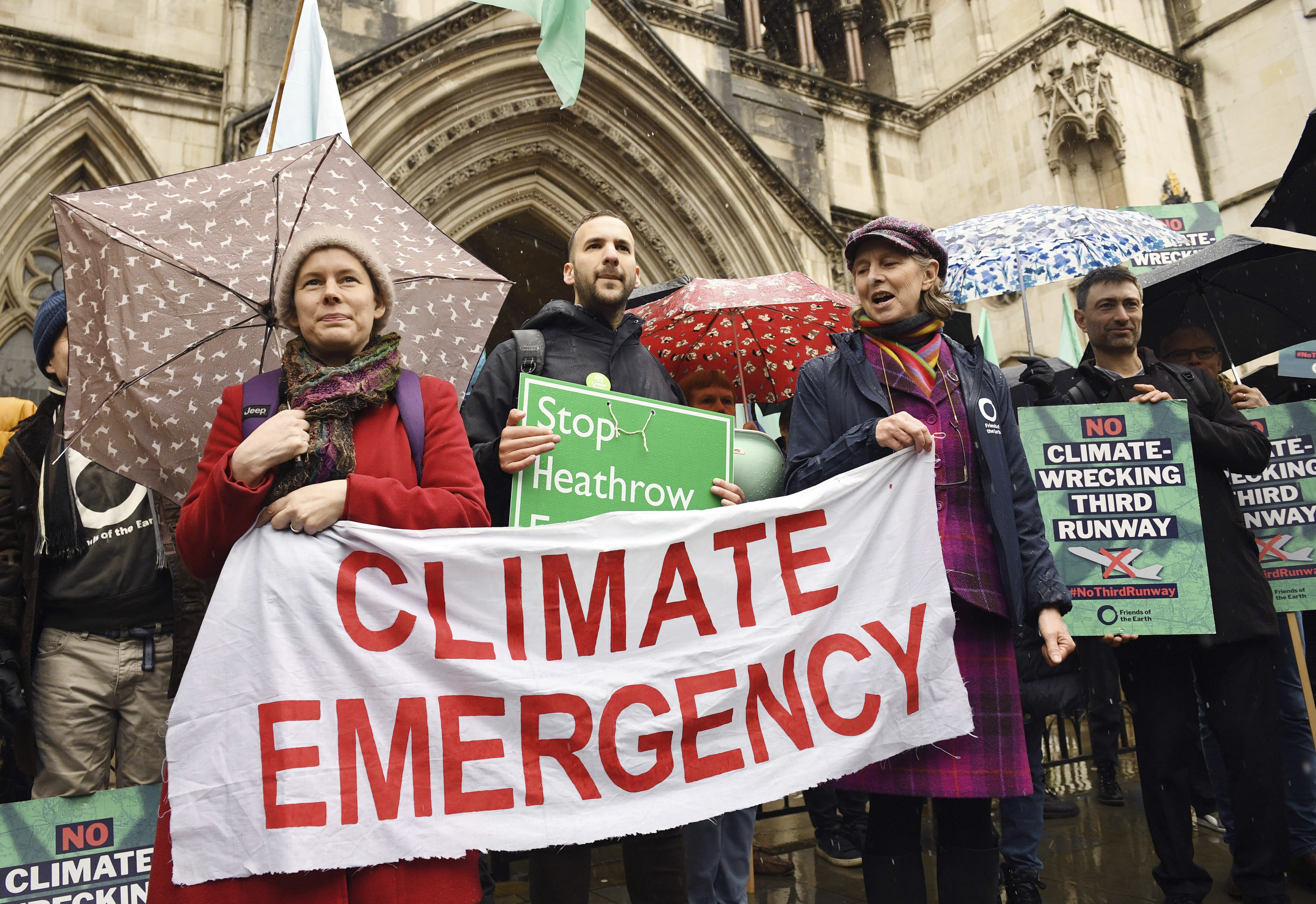 Campaigners win court challenge to block Heathrow expansion