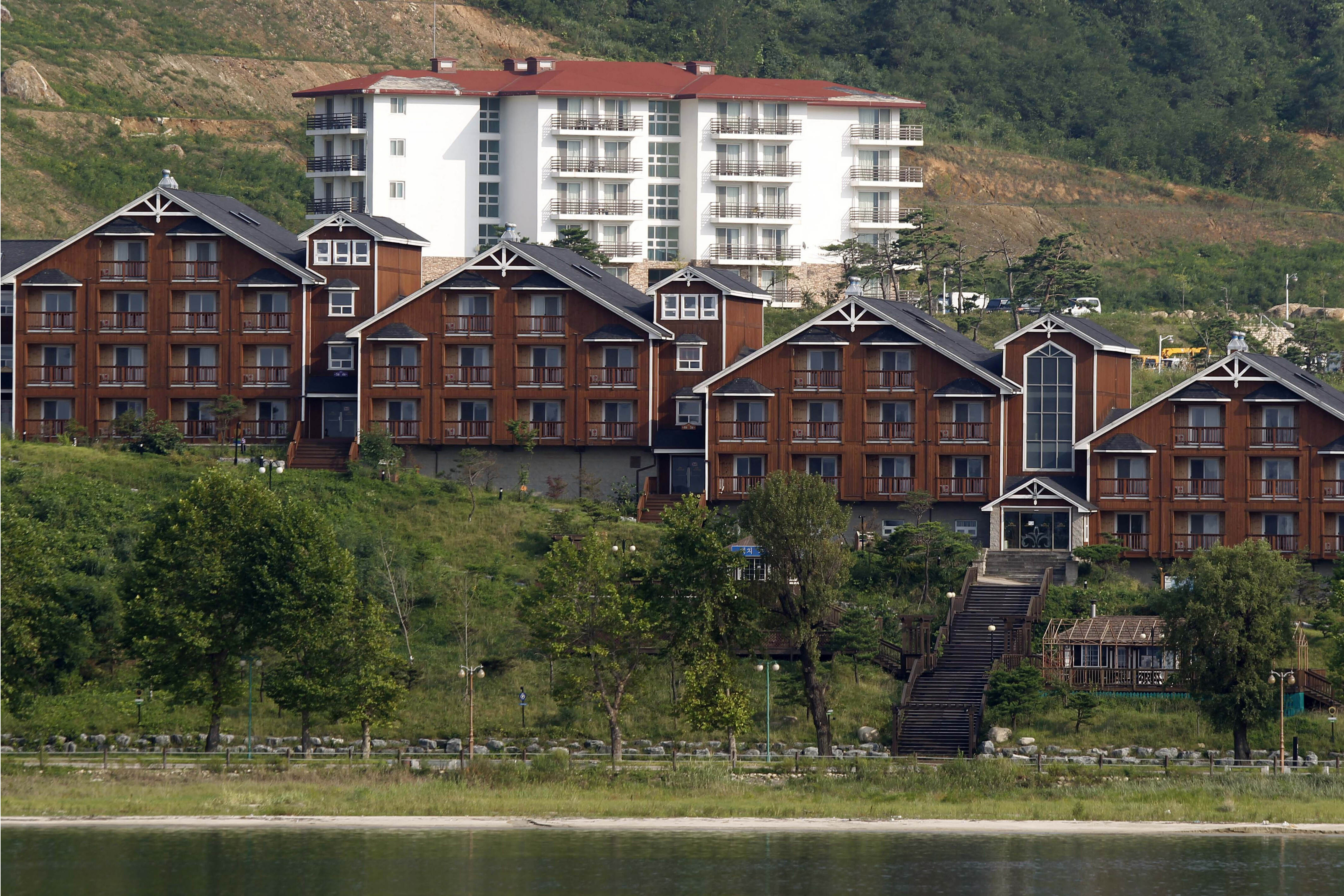 Kim orders Souths buildings at resort in North be destroyed
