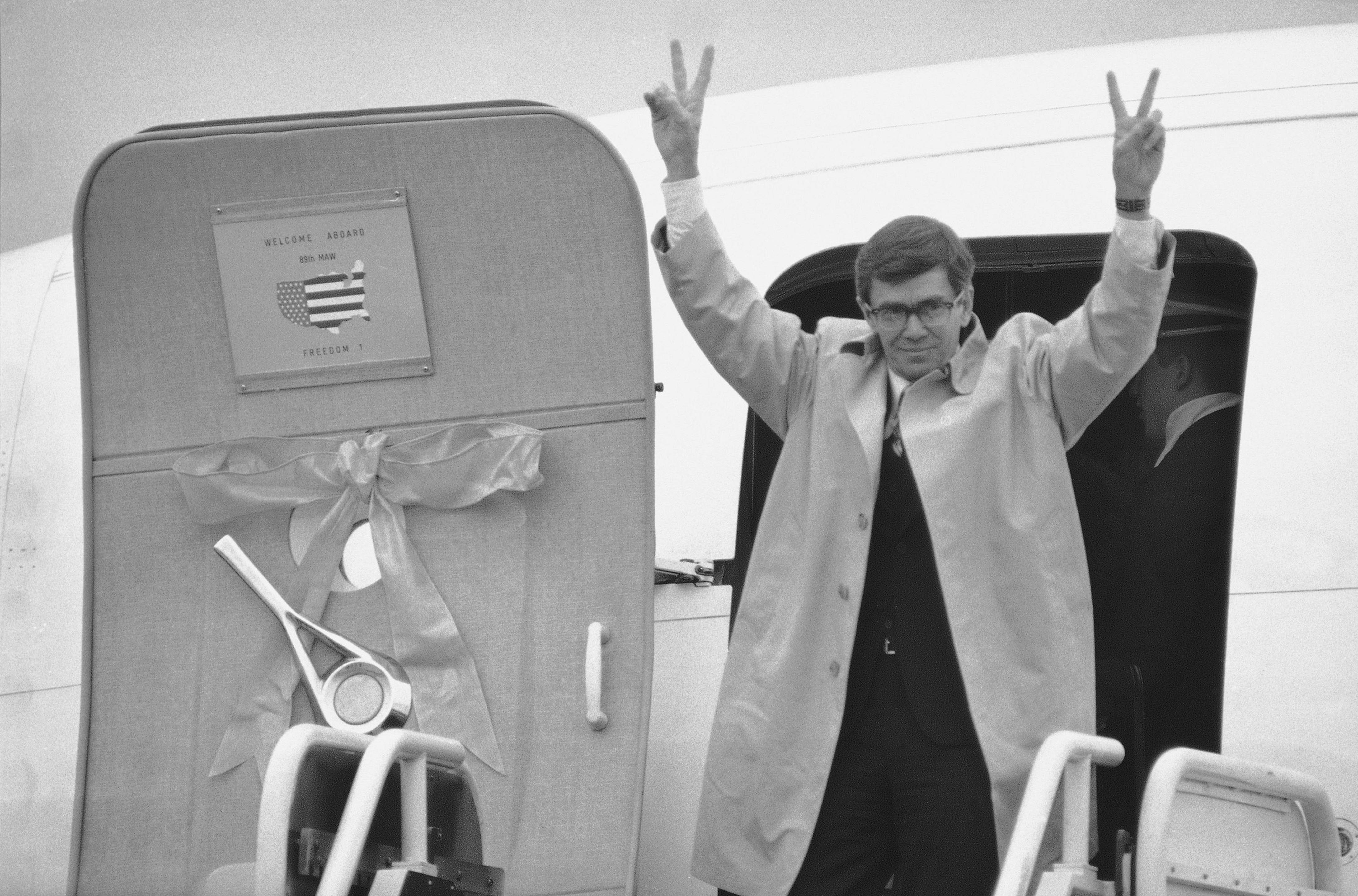 L. Bruce Laingen, top US diplomat held in Iran, dies at 96