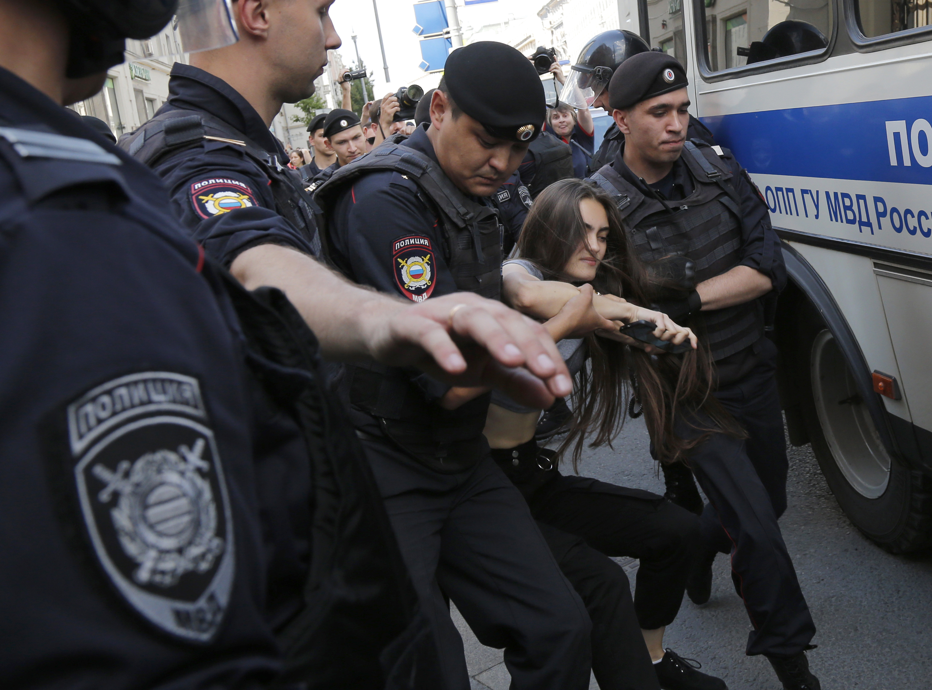 Russian police arrest hundreds at Moscow election protest