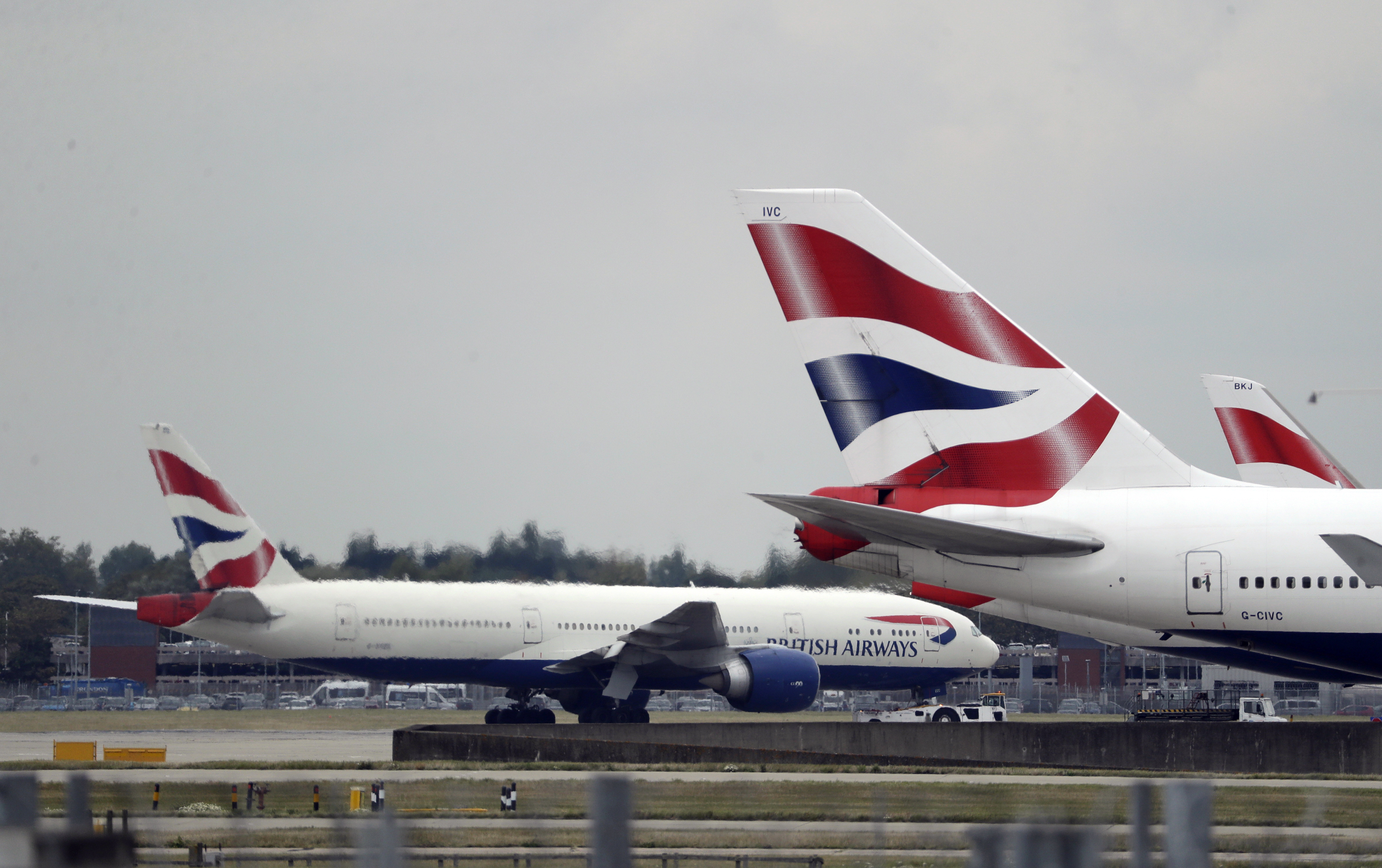 More airlines drop flights to China as virus spreads