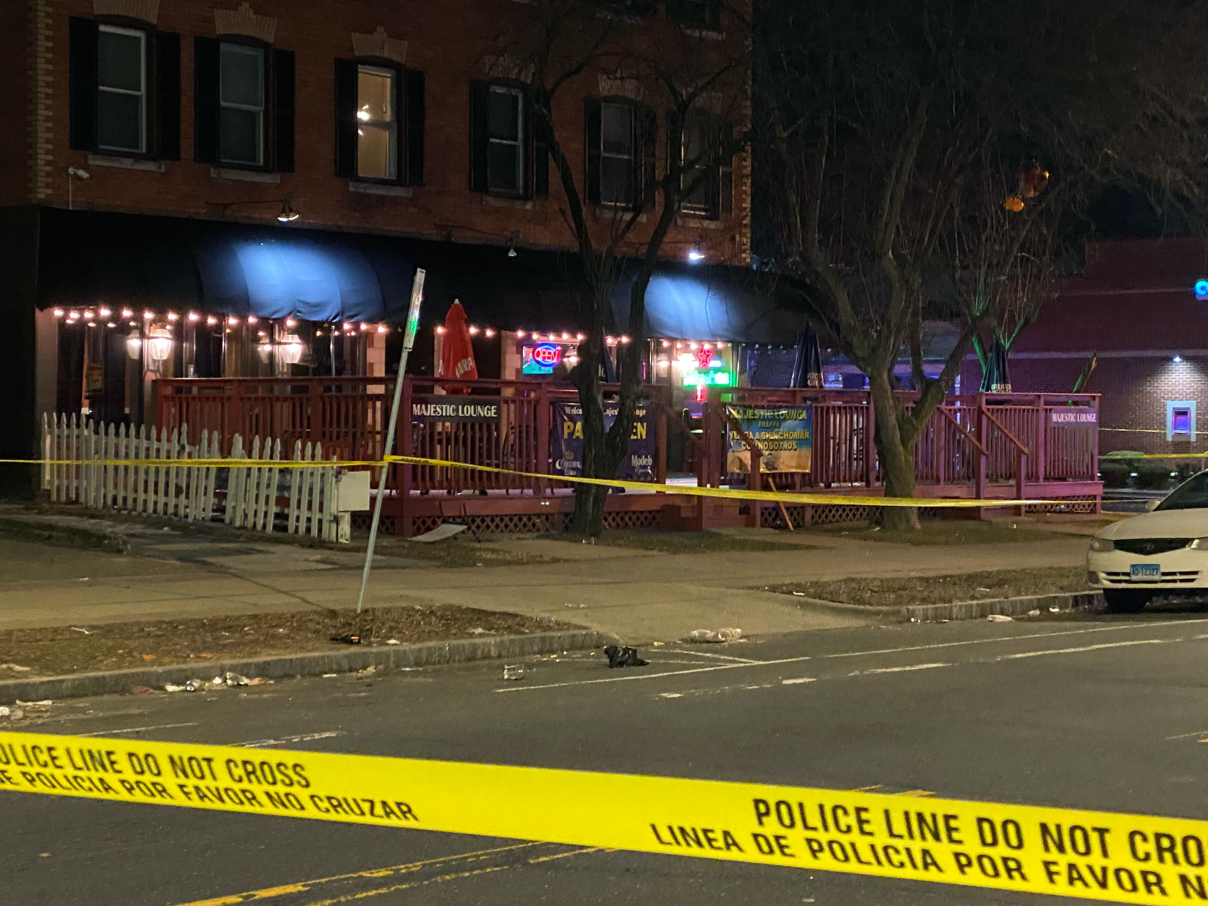 Police: 1 dead, 4 wounded in Connecticut club shooting