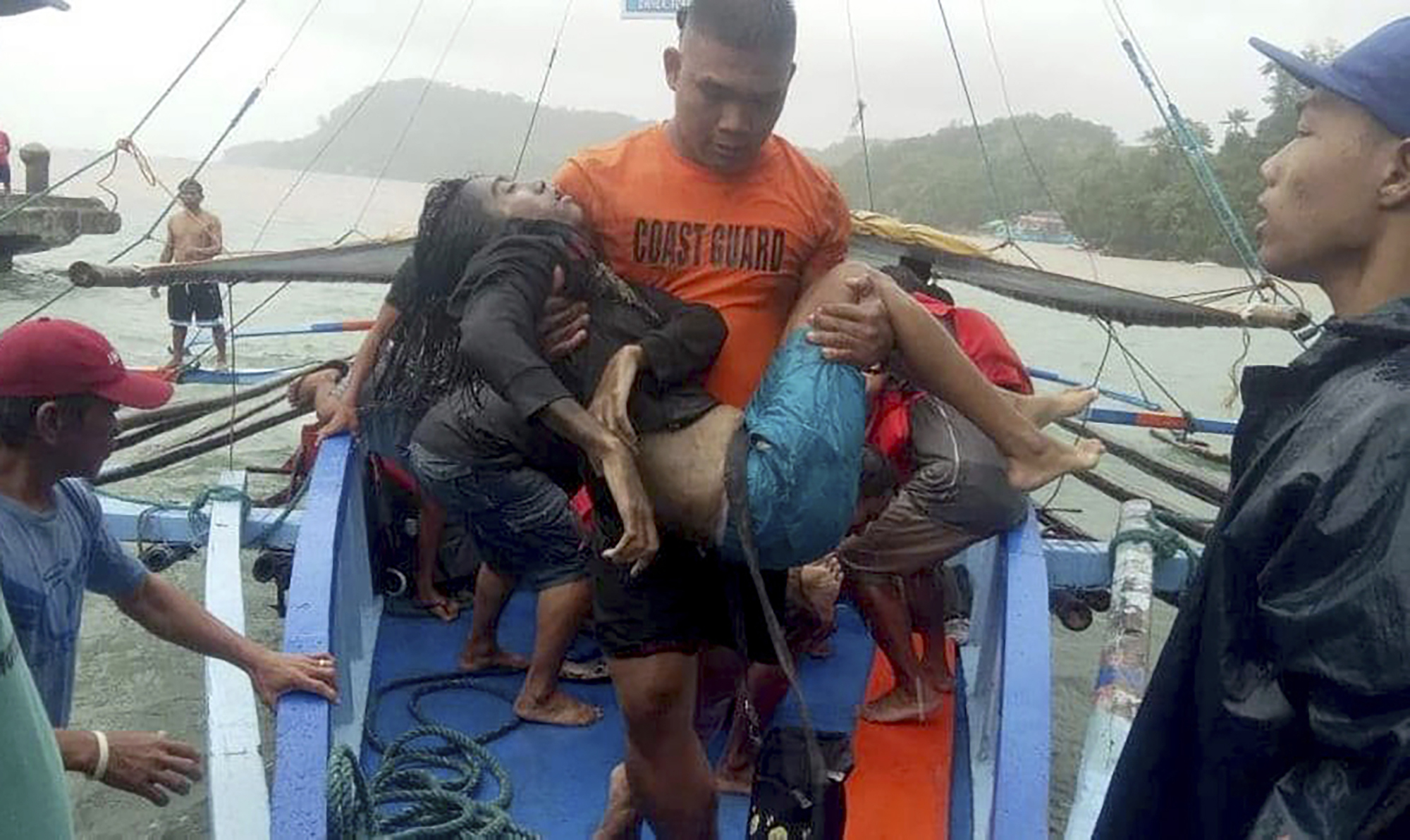 31 dead, 62 rescued after boats capsize in Philippines