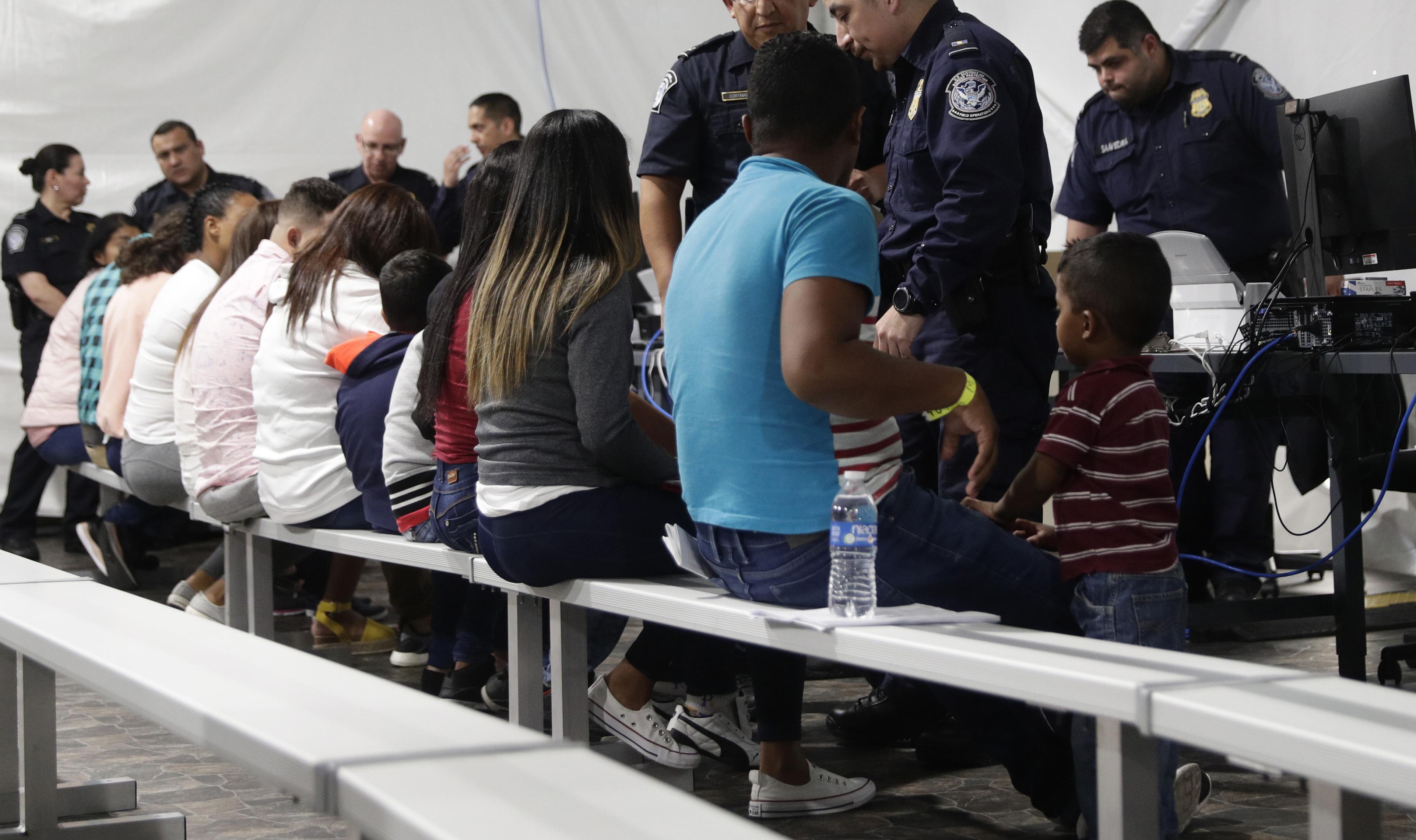 US starts sending asylum seekers across Arizona border