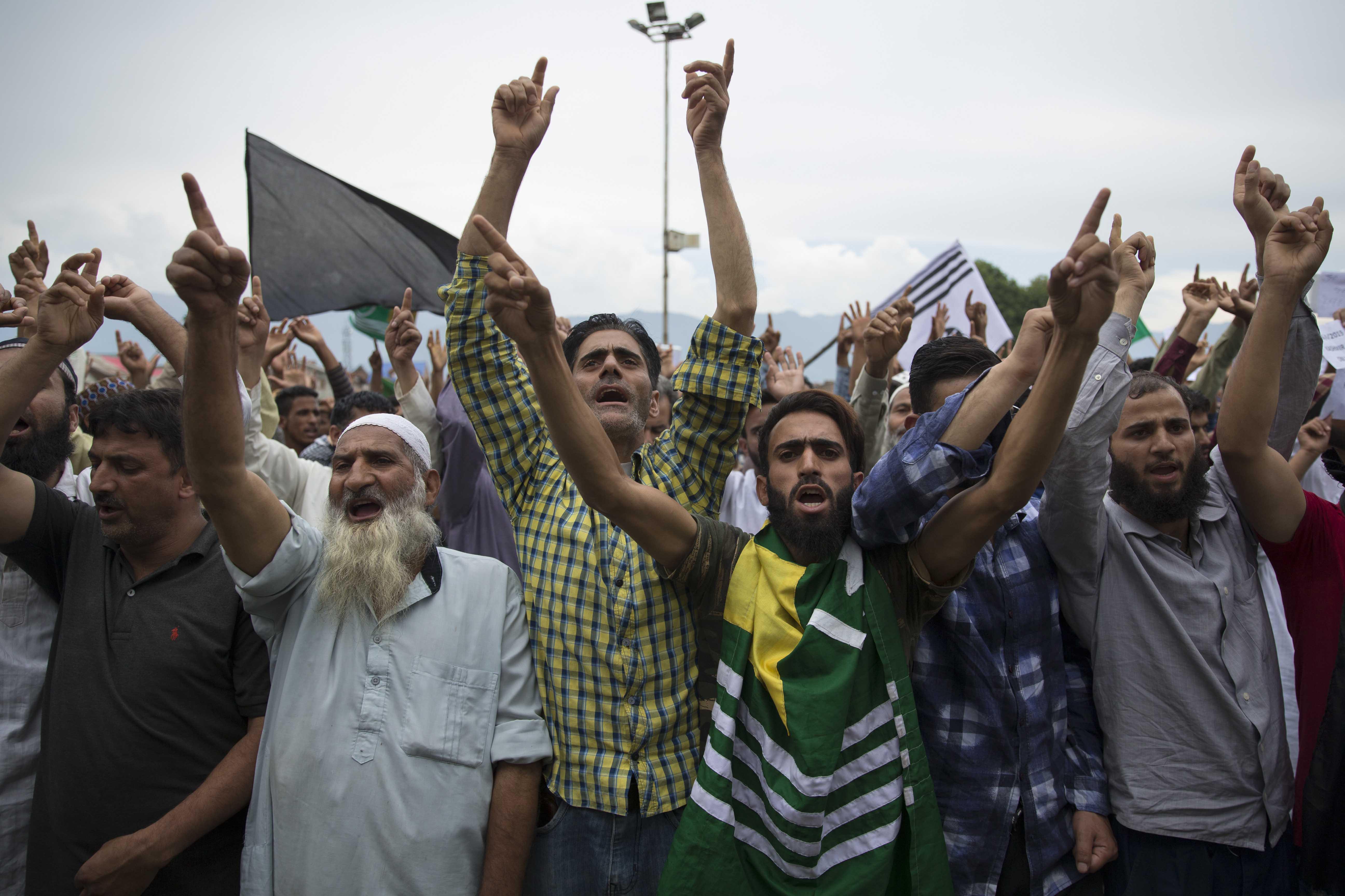 Hundreds defy restrictions, join protests in Kashmir