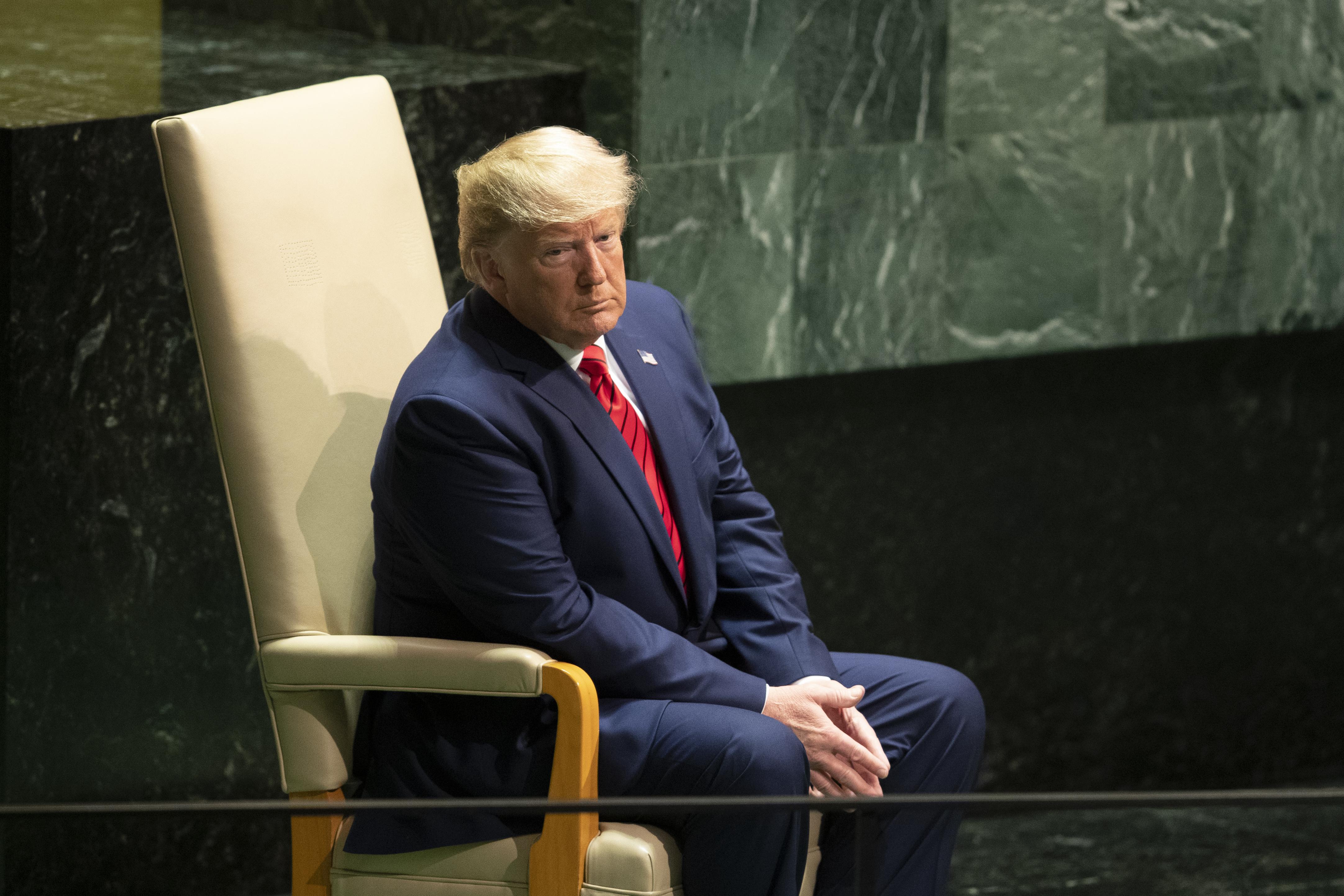 Trumps Senate Republican allies give OK to $5B wall request
