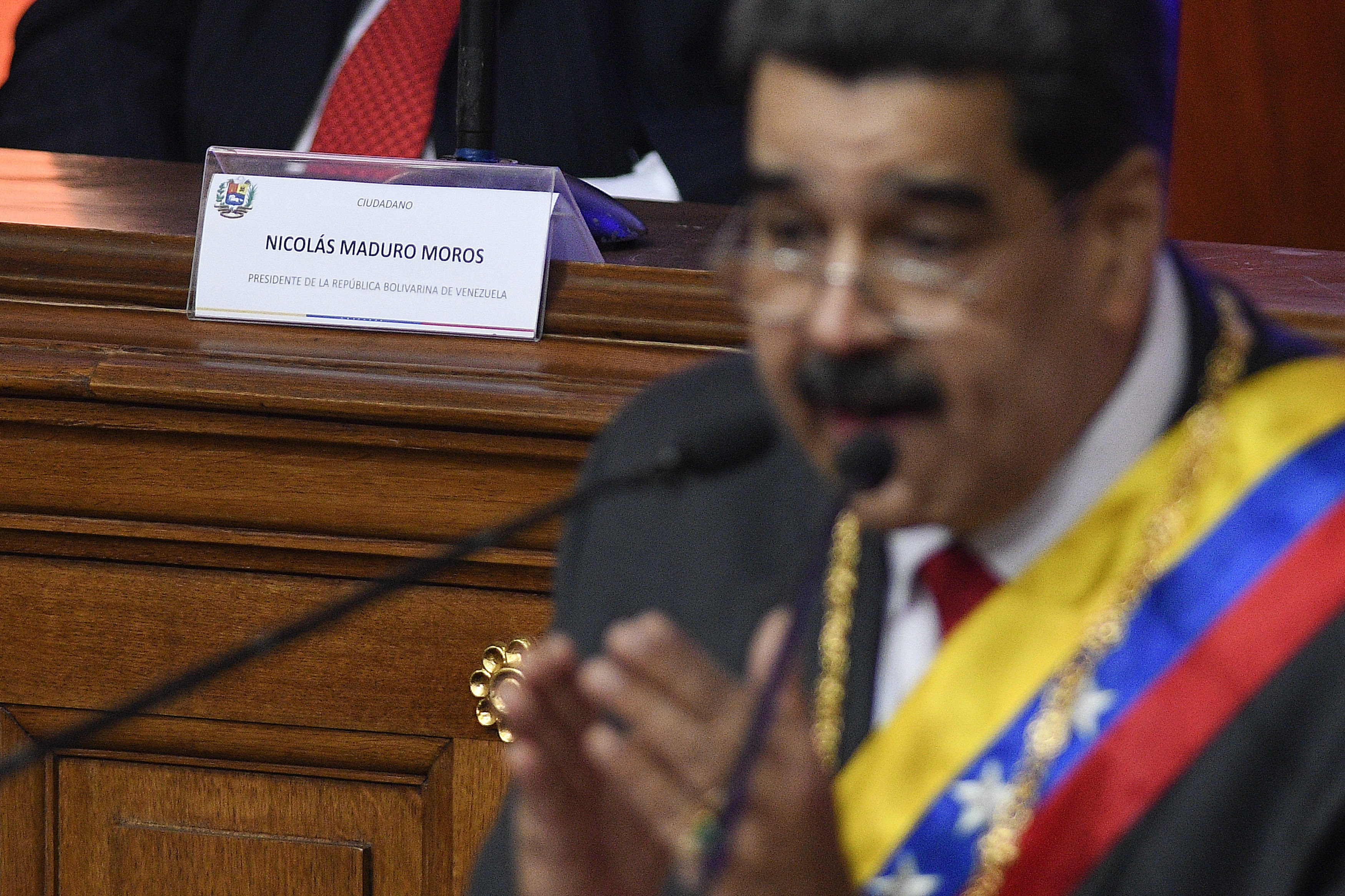 Venezuelas Maduro offers some diplomacy with Colombia