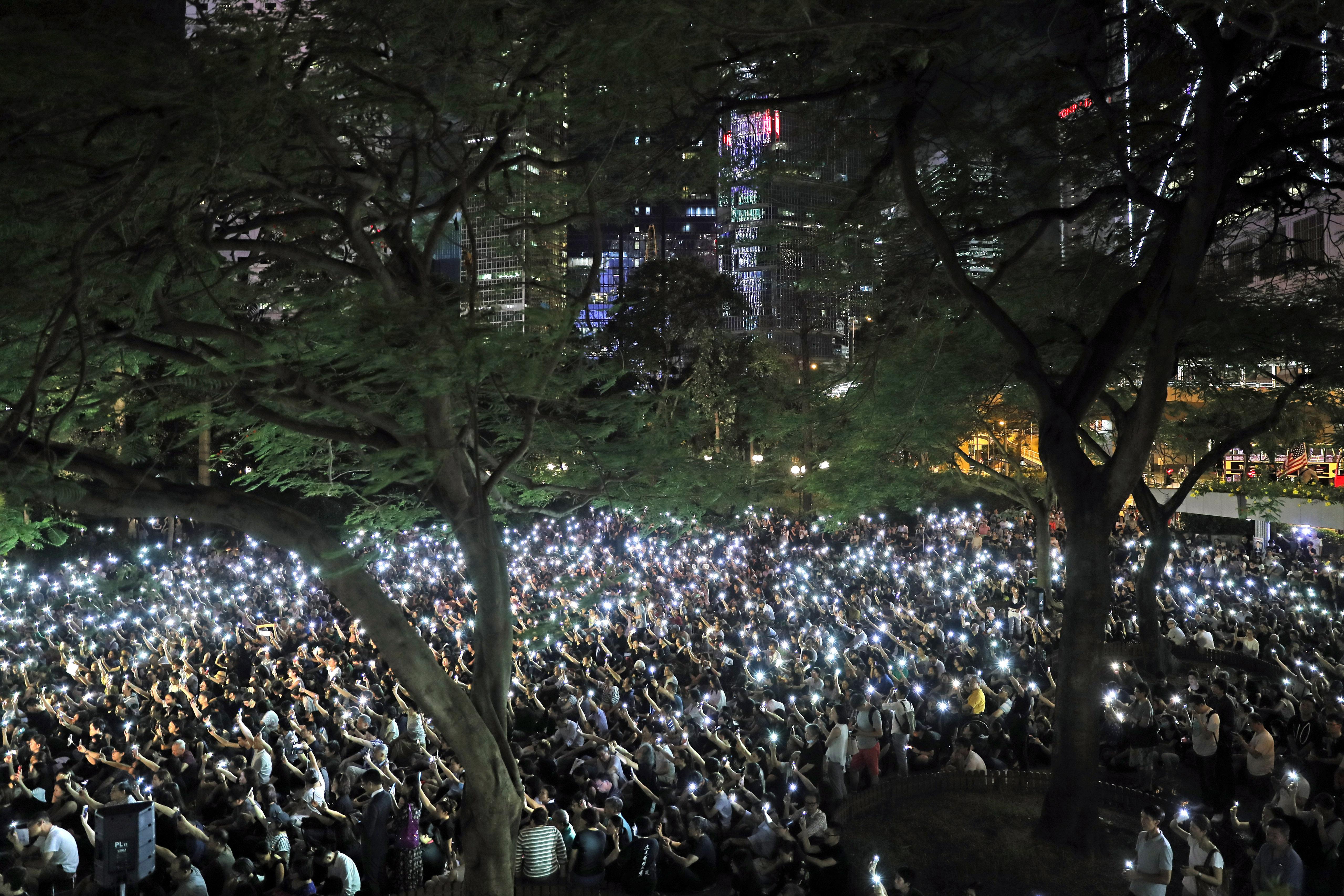Mothers rally as Hong Kongs divide shows no sign of closing