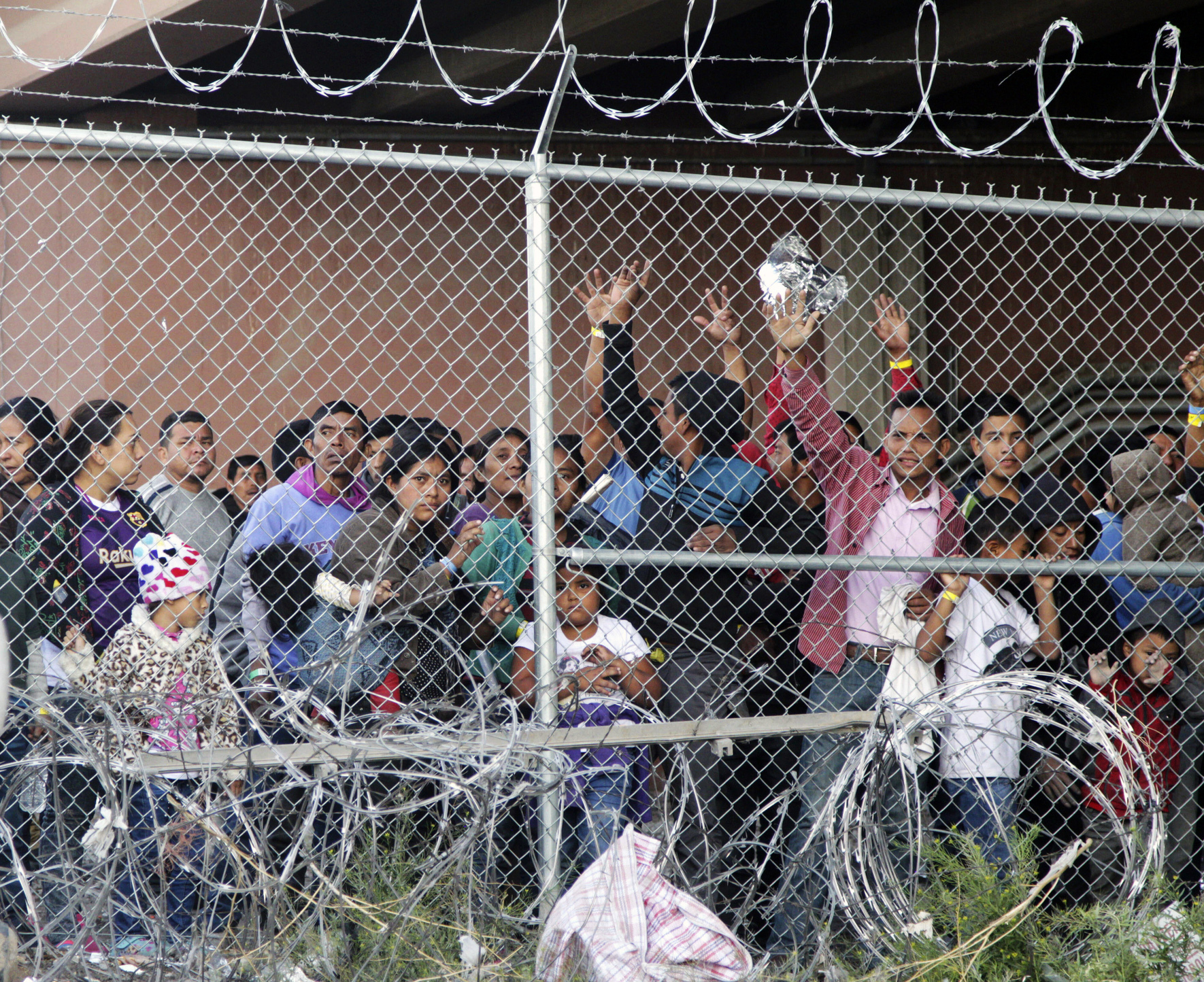 Government: Lets end agreement for migrant kid detention
