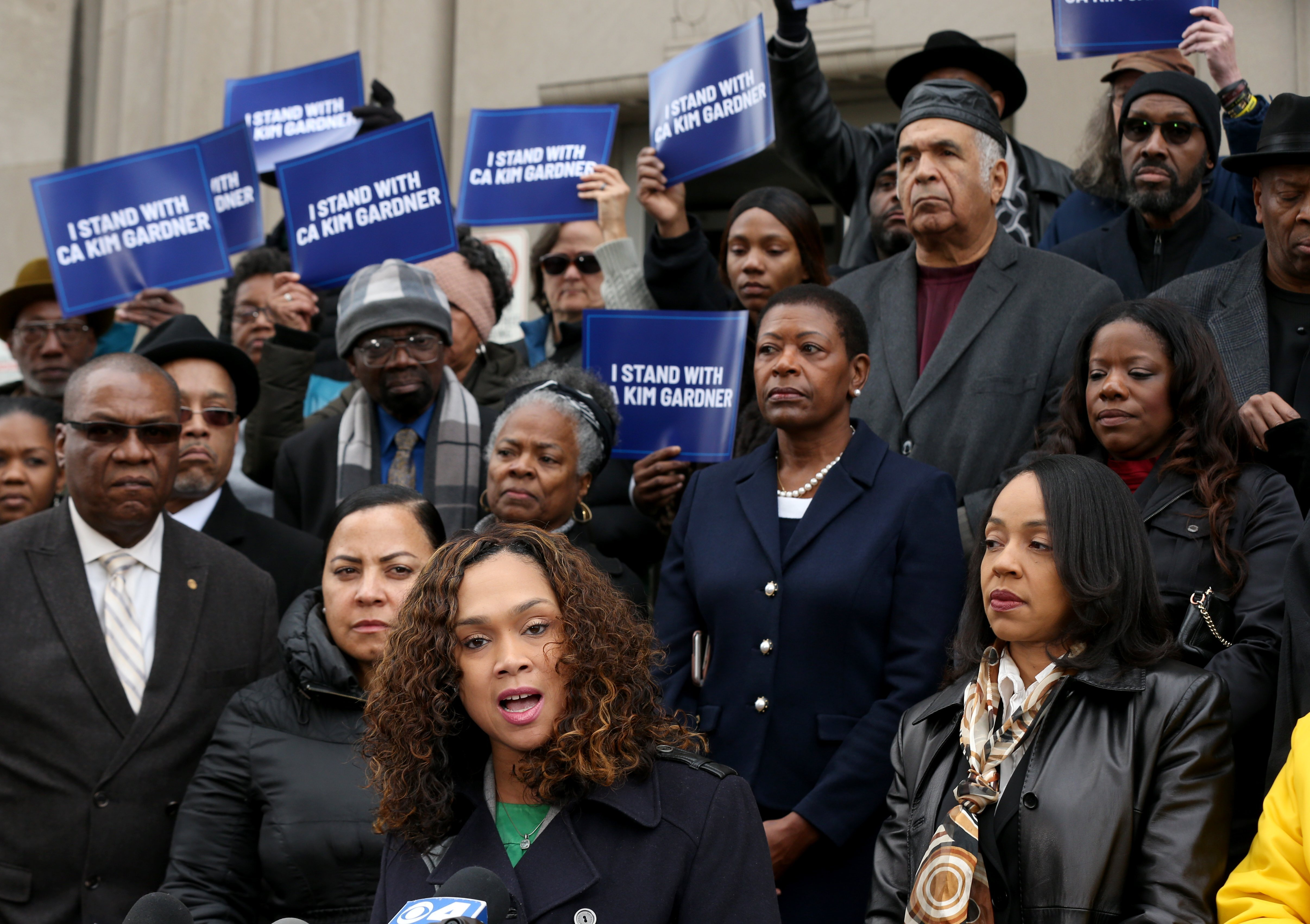 Black prosecutors back Gardner, say theyve faced resistance