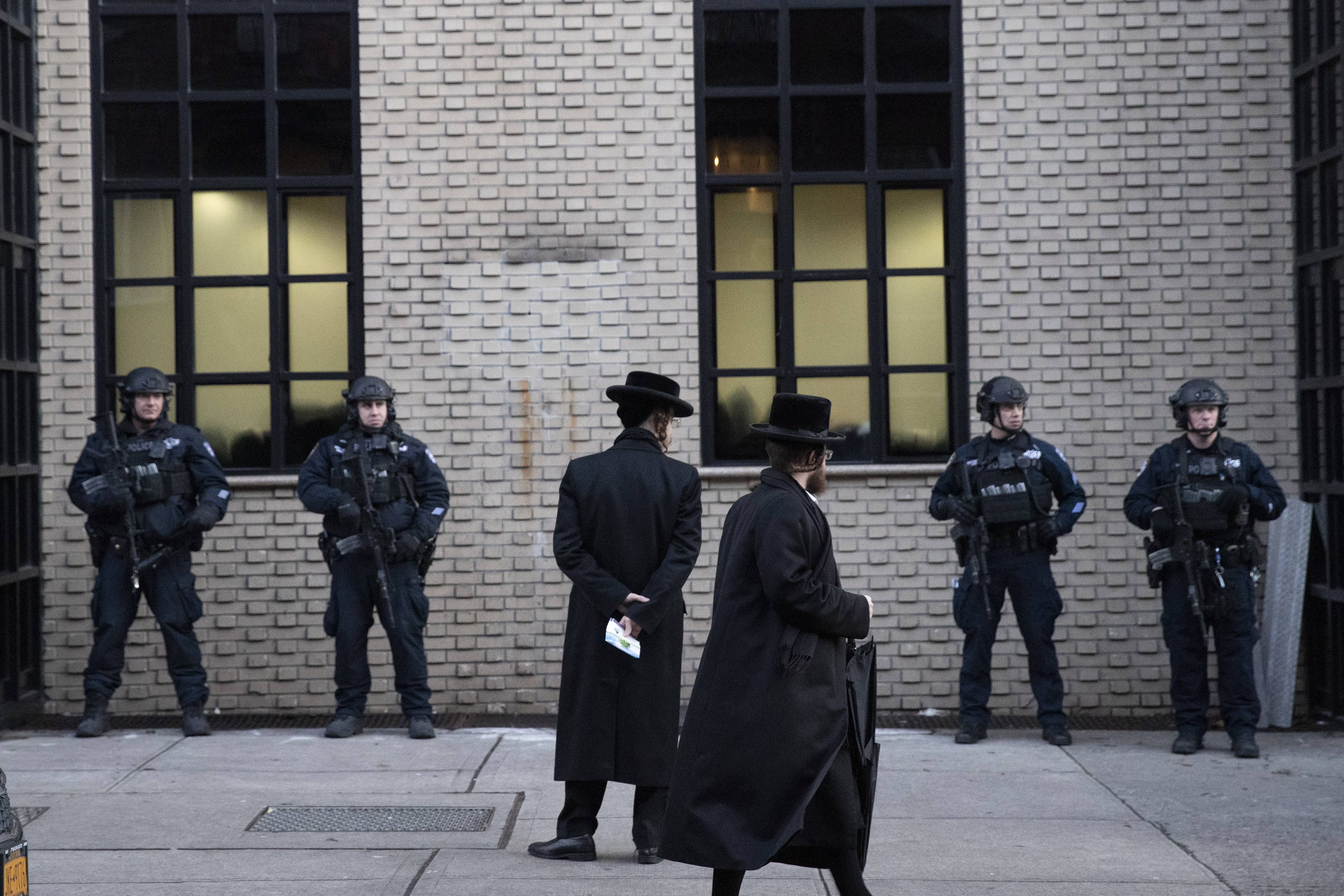 Woman charged with hate crime amid NYC anti-Semitic attacks