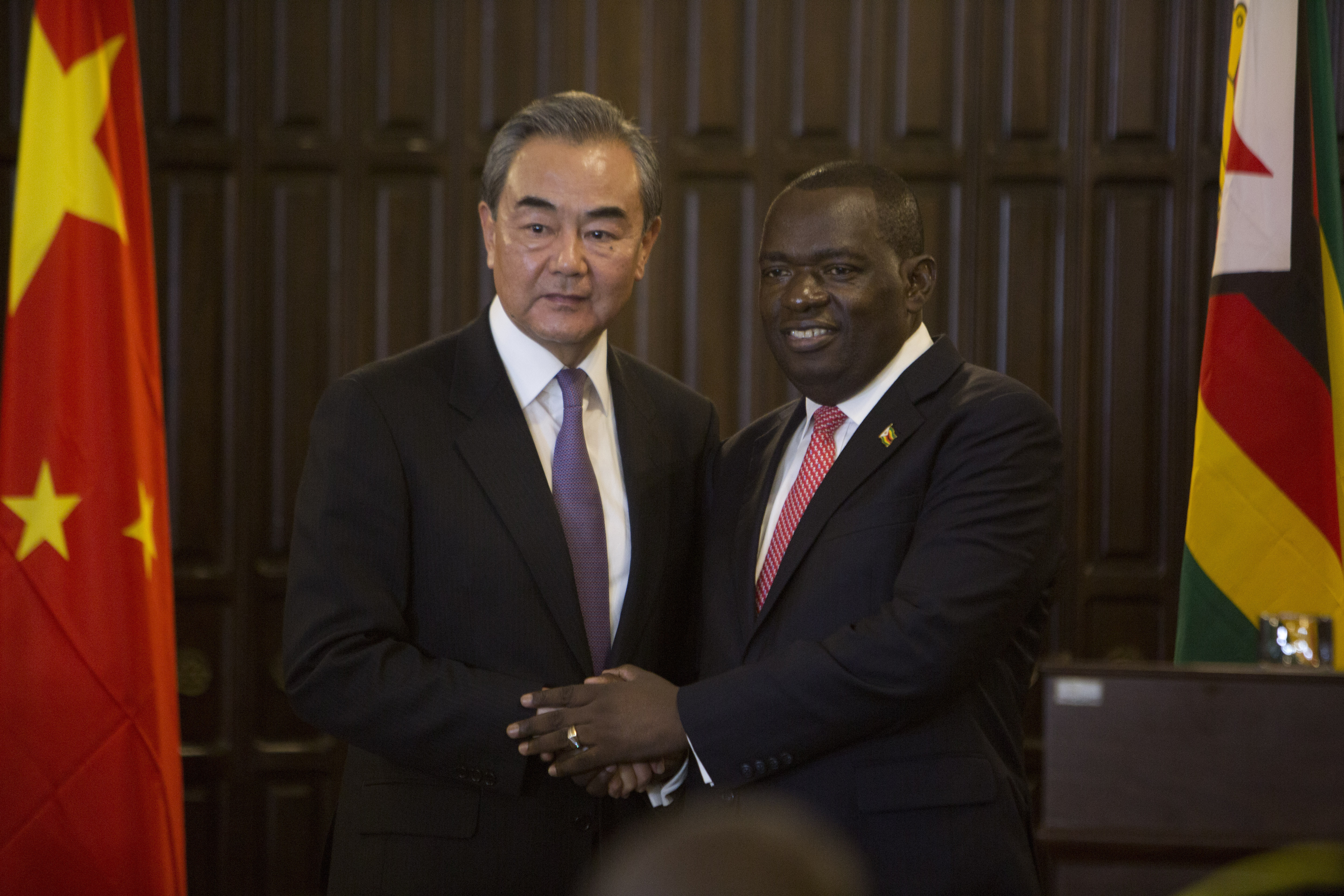 Zimbabwes president meets visiting Chinese foreign minister