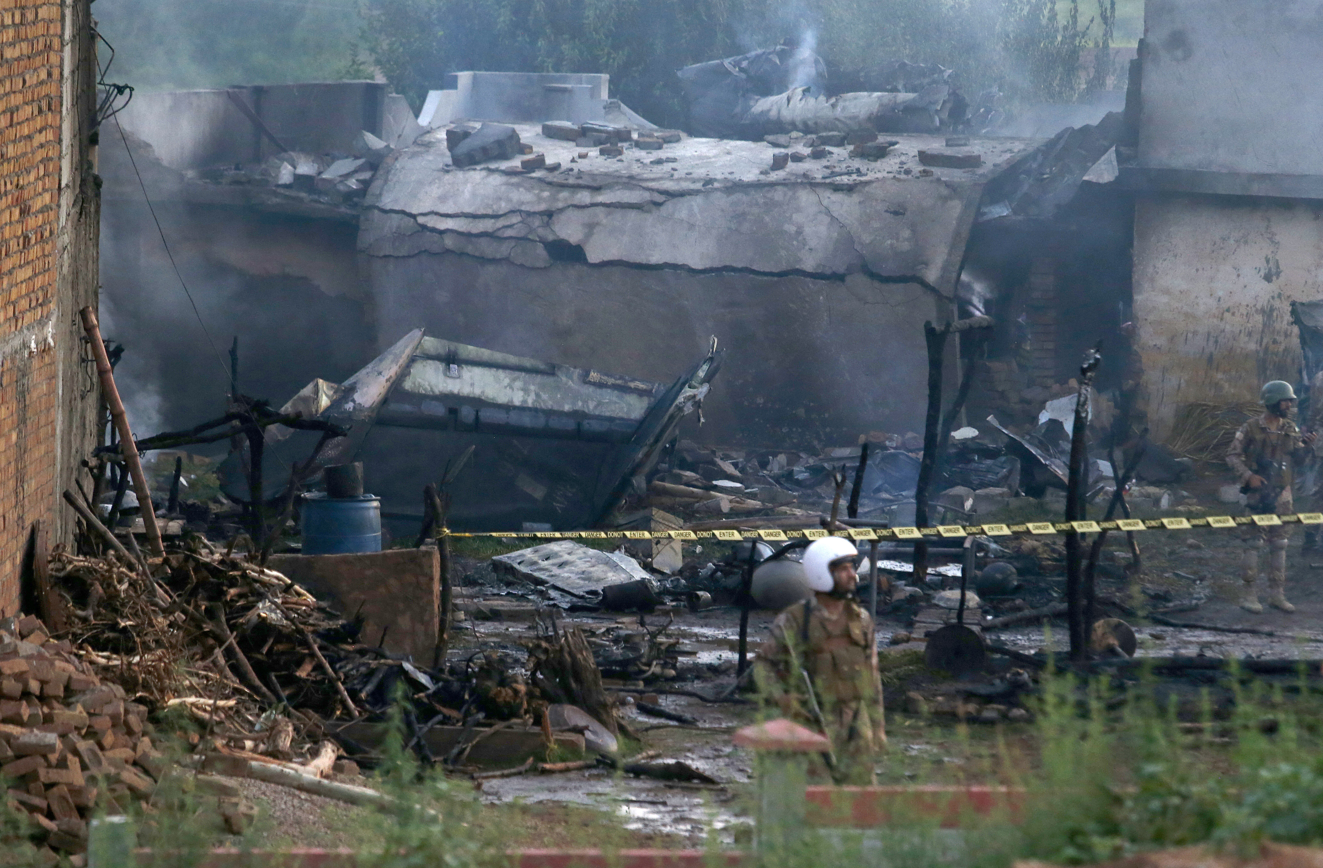 Small plane crashes in Pakistan, killing at least 12 - feedimo