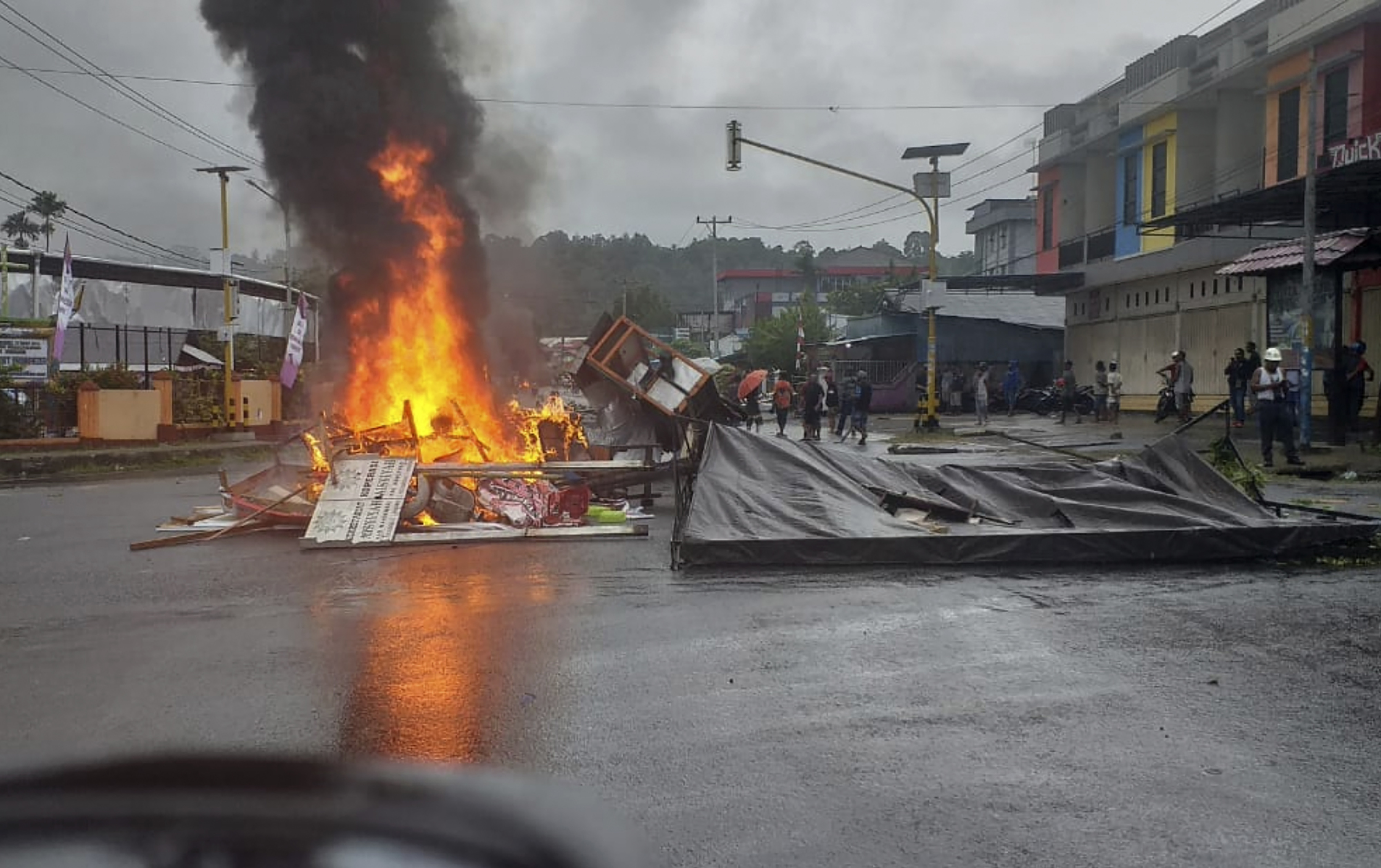 Protesters burn parliament building in Indonesias Papua