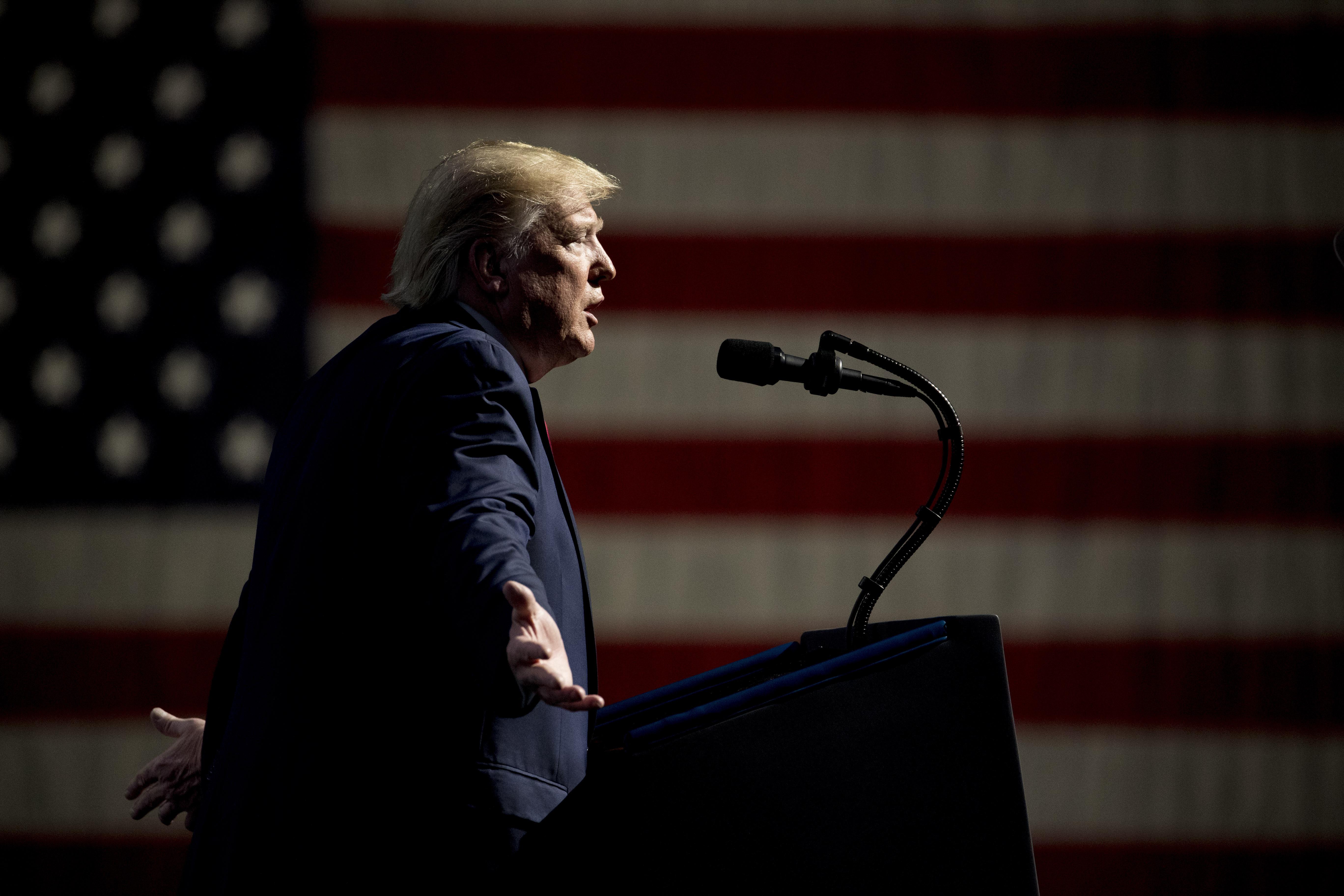 Trump slams unfair Pelosi delay, rallies conservatives