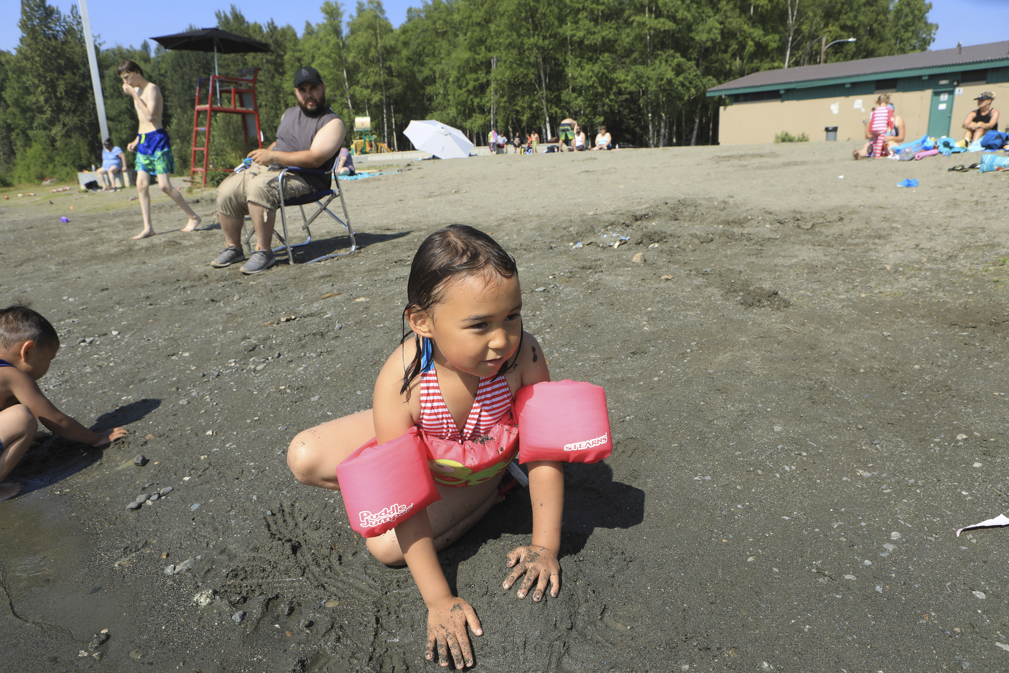 Alaskans put away jackets, get out sunscreen amid heat wave