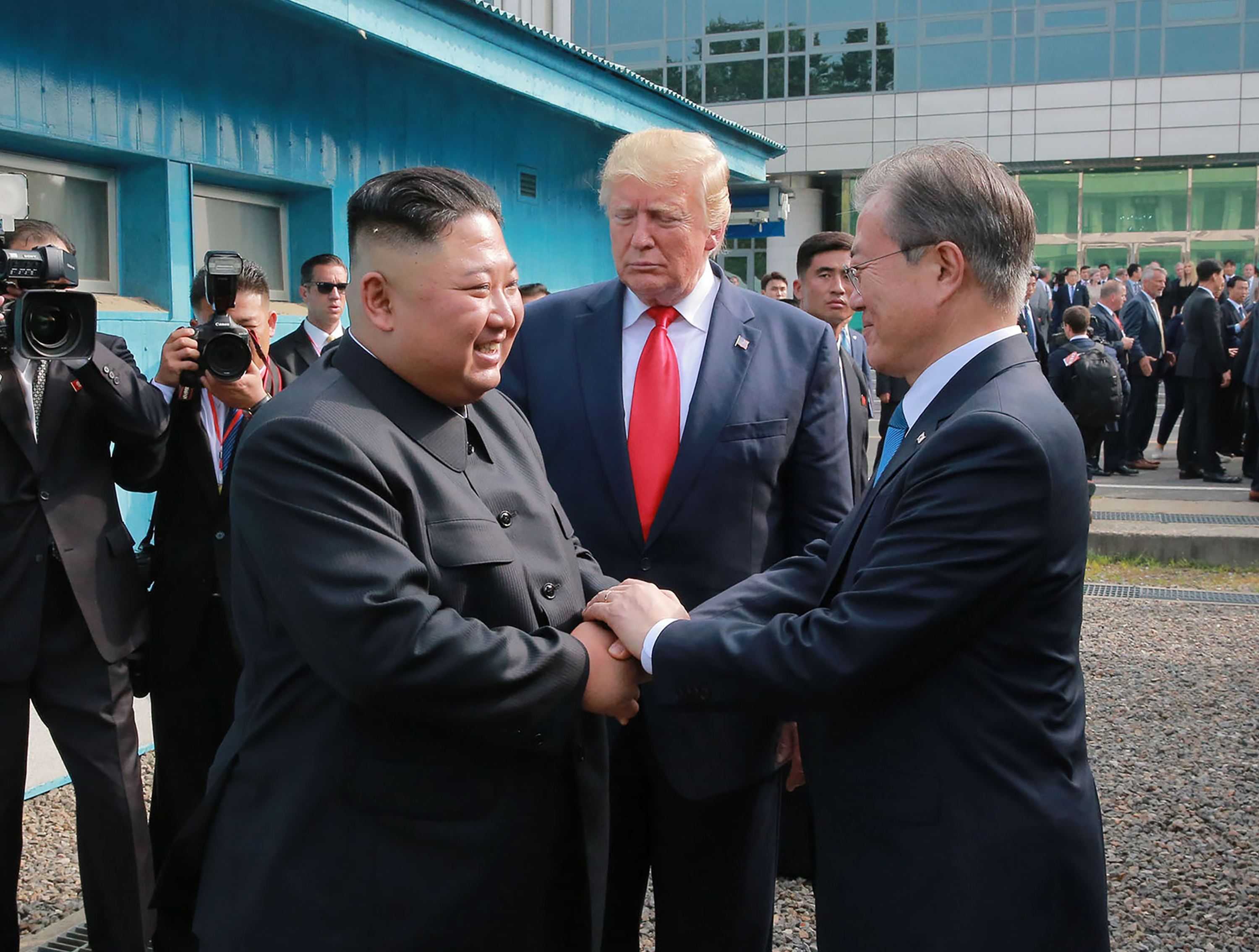 Birds at border prompt S. Korea to launch jets, issue alert