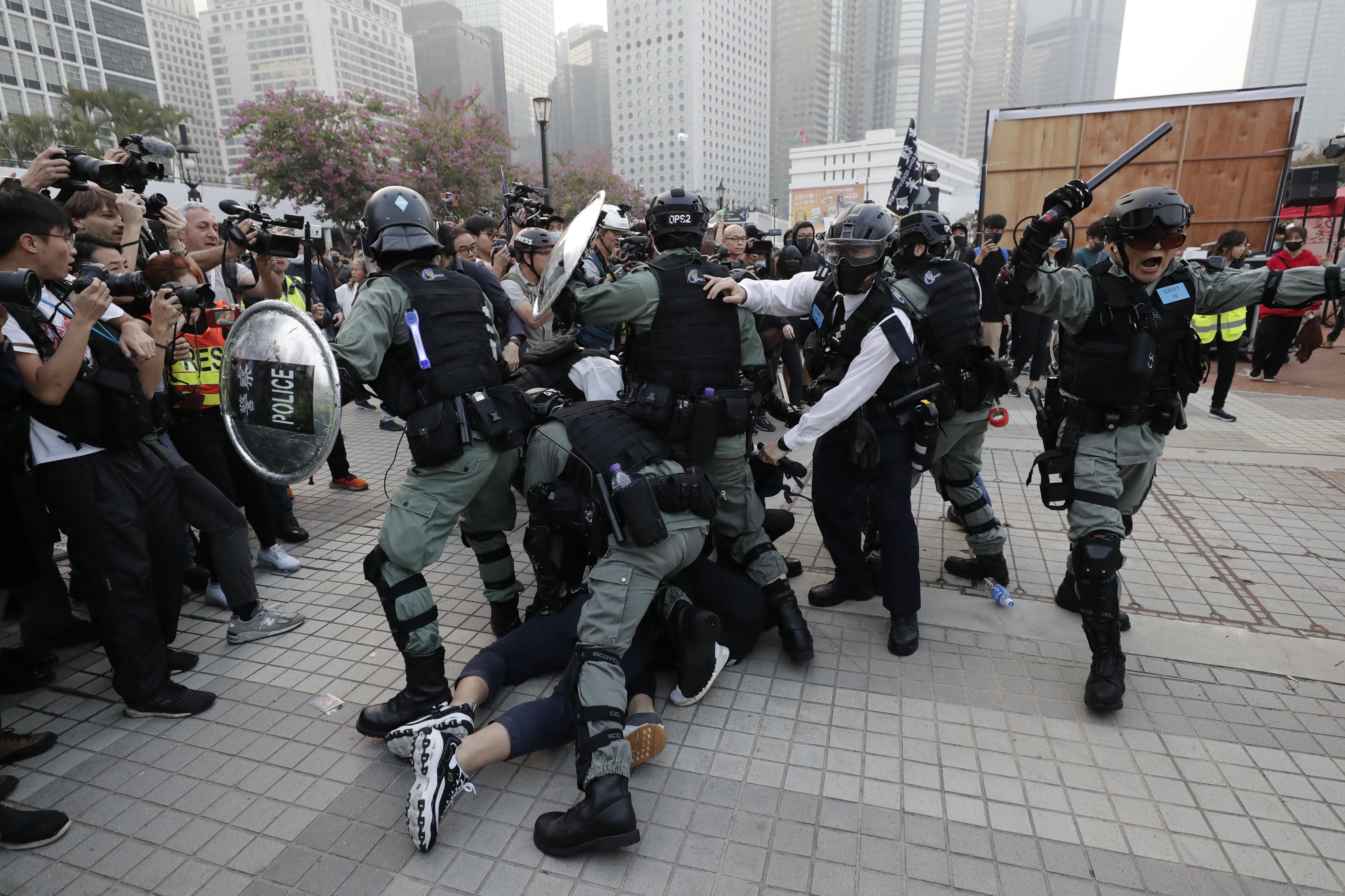 Clashes erupt at Hong Kong rally to support Chinas Uighurs