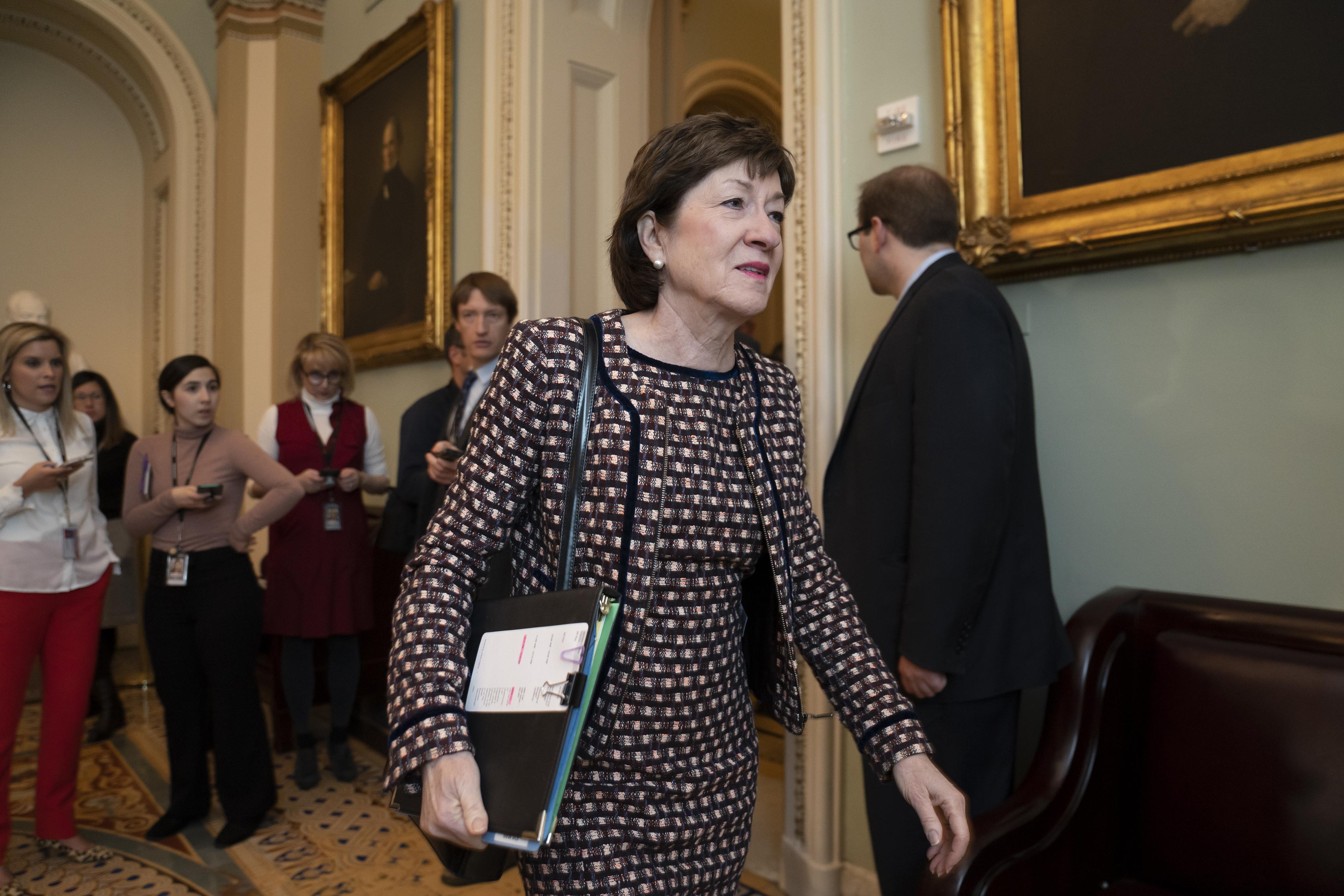 Chief justice swears in Senate for Trump impeachment trial