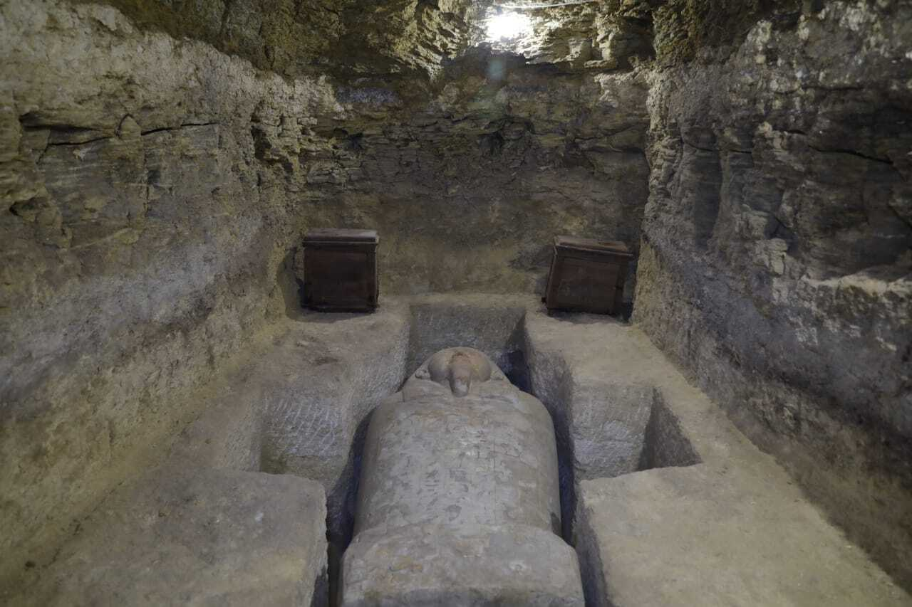 Egyptian archaeologists unveil ancient tombs, artifacts
