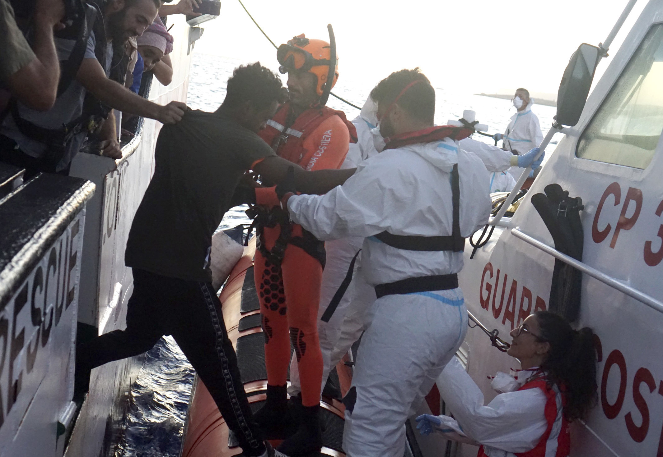 Aid group: Italy must let all migrants off rescue ship