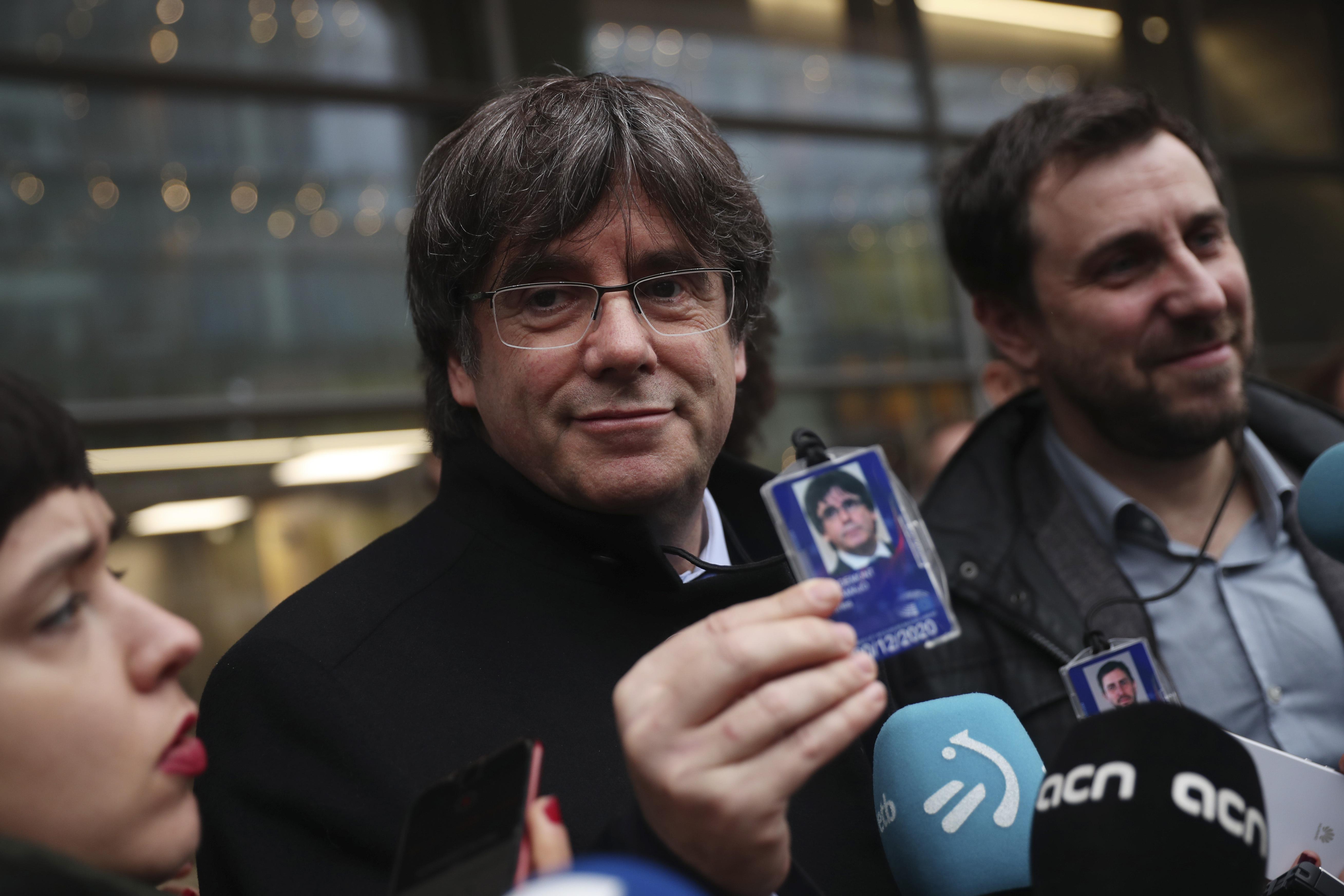Belgian judge suspends warrant for Catalonias Puigdemont