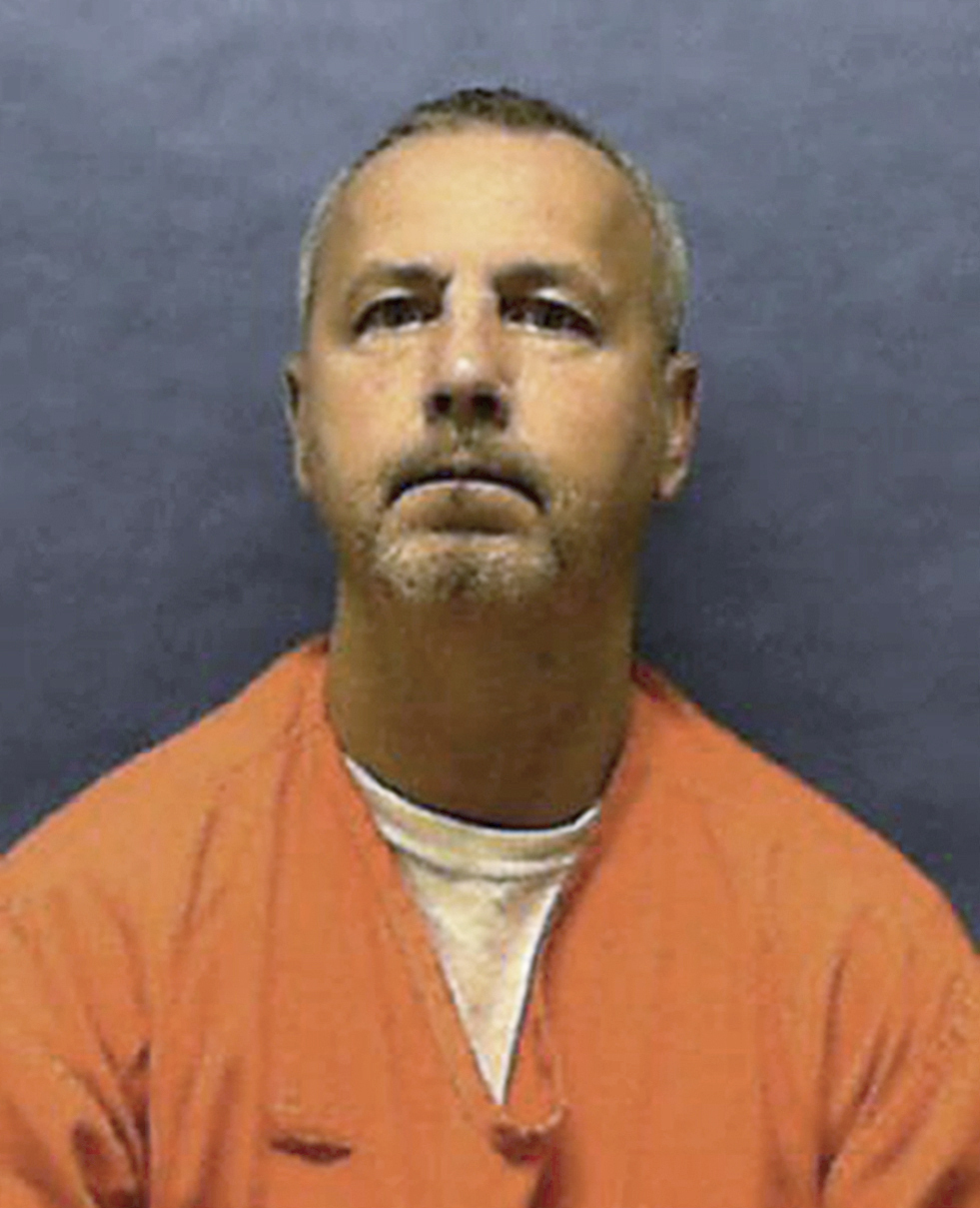 The Latest: Serial killer who preyed on gay men executed