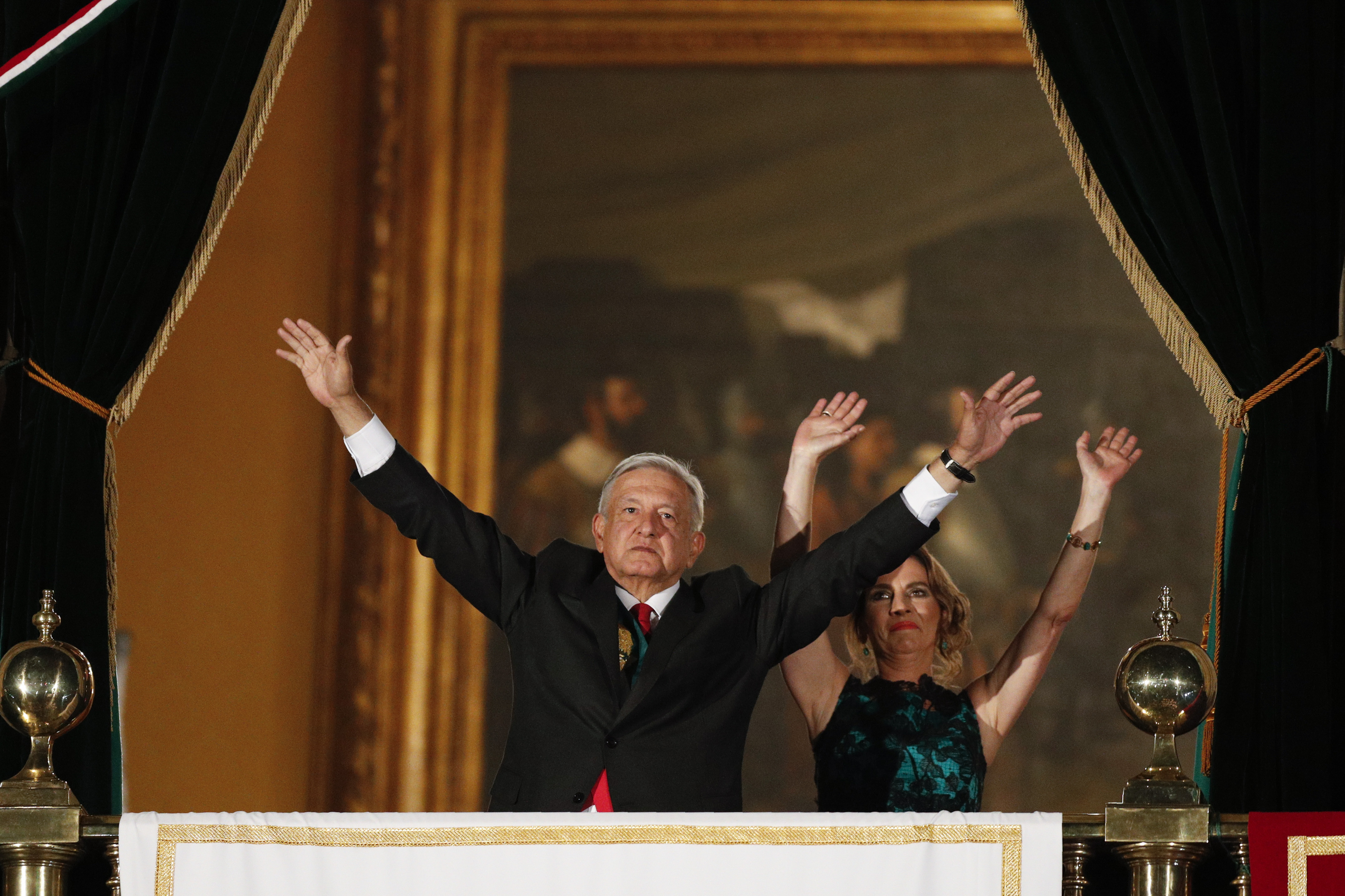 Mexican president trades barbs with business, civic groups