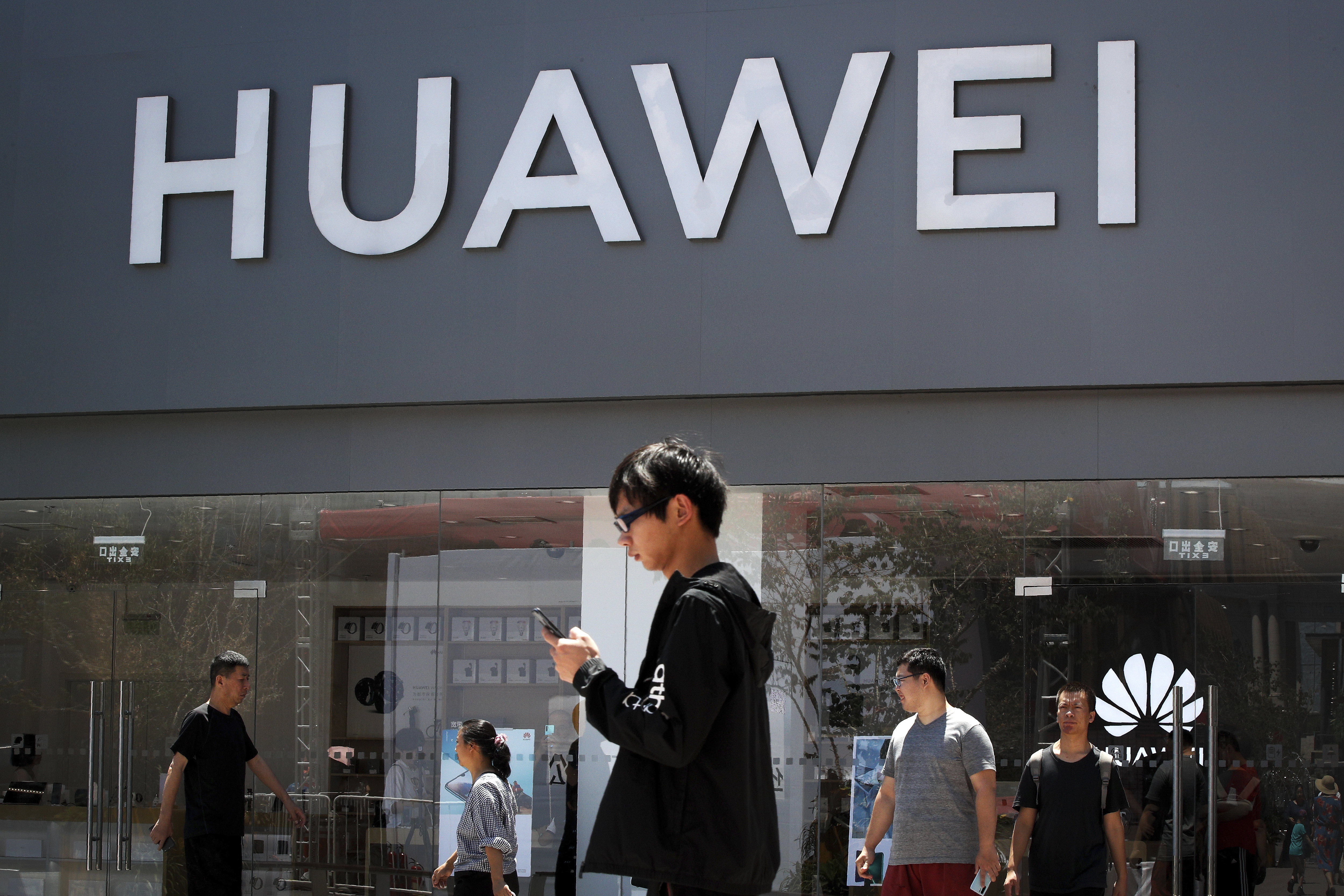 Kudlow: US sales to Huawei wont imperil national security