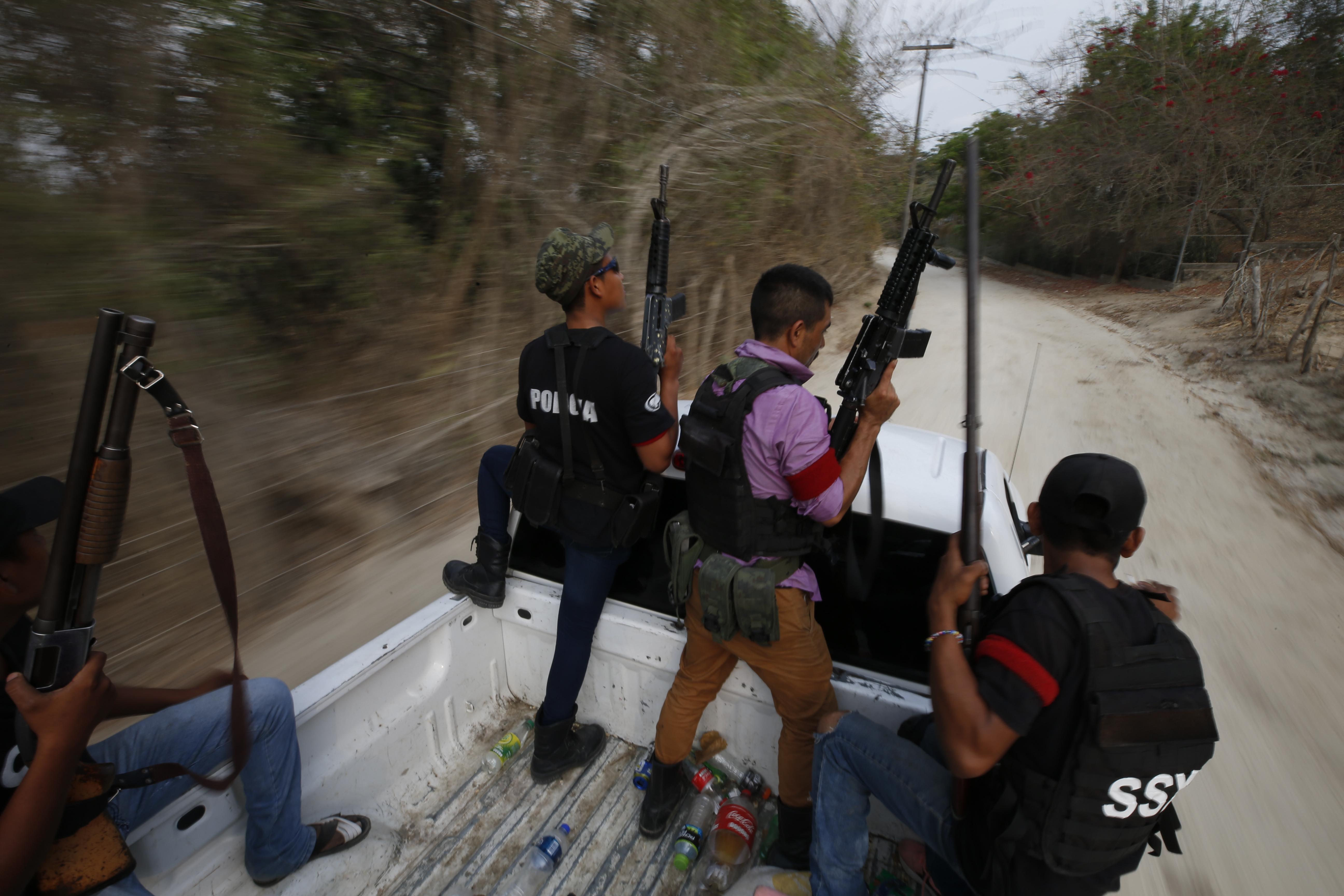Mexico struggles: whether to talk to vigilantes or jail them