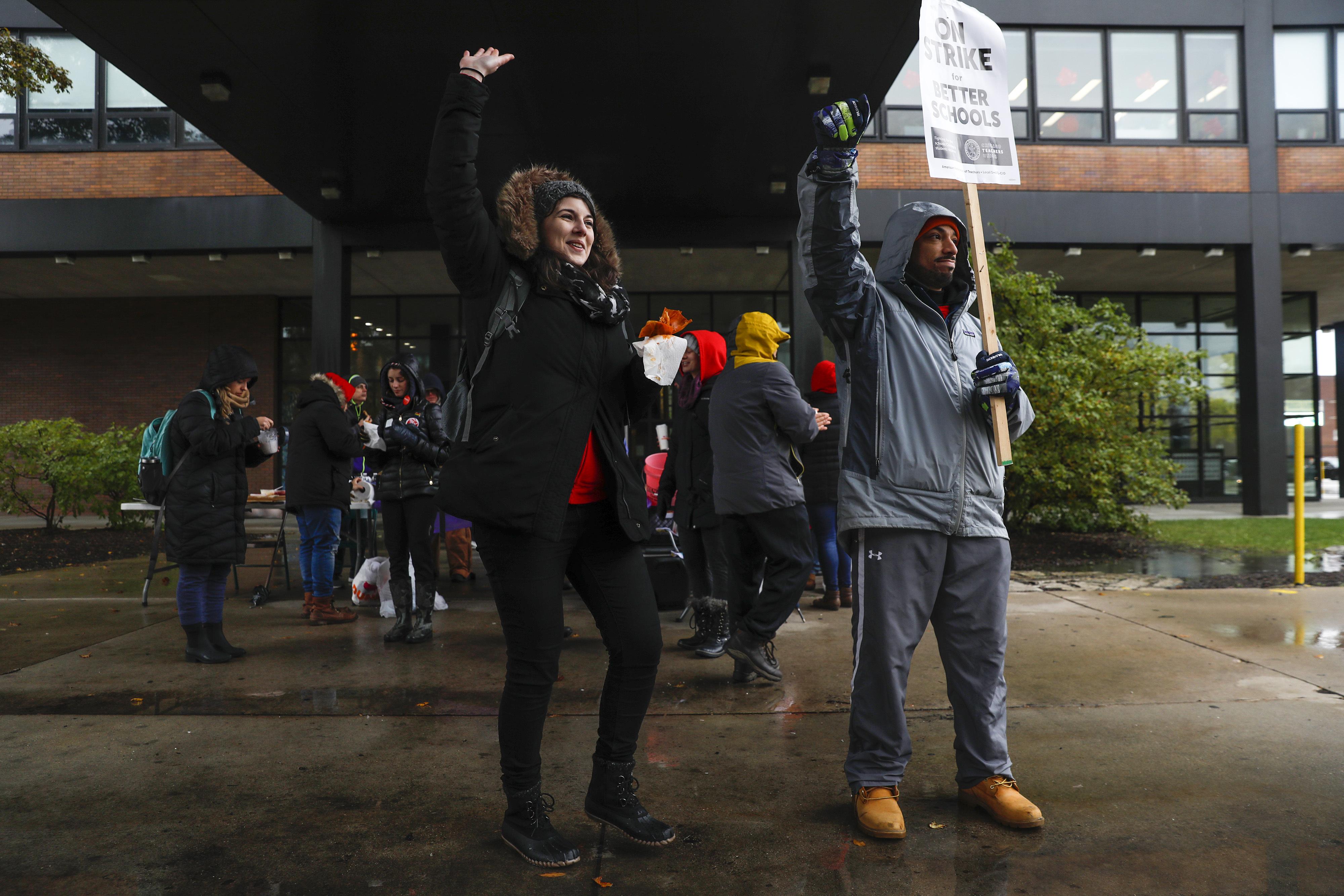 Chicago teachers OK tentative agreement but strike goes on