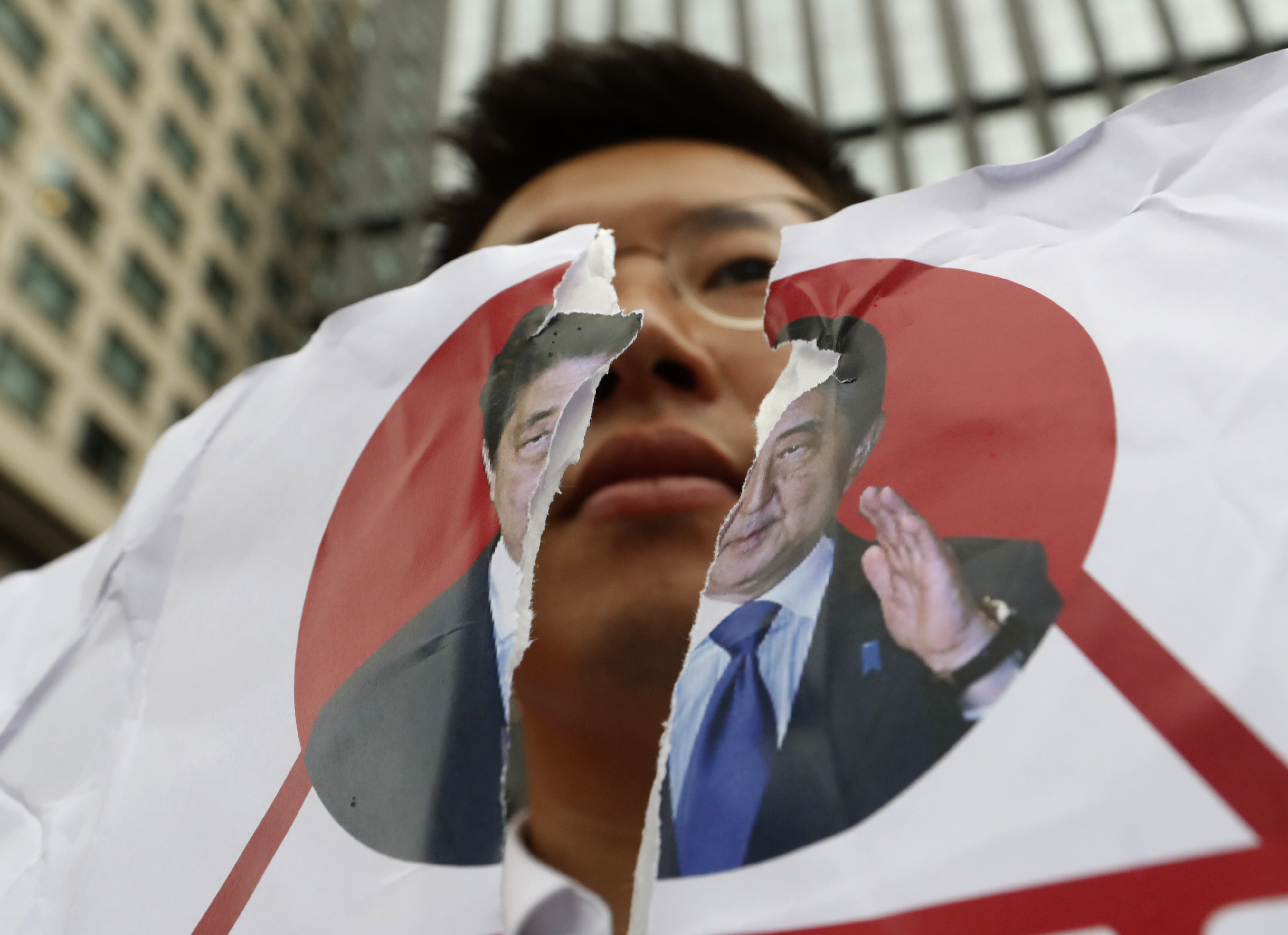 The Latest: Japan urges South Korea to agree to arbitration