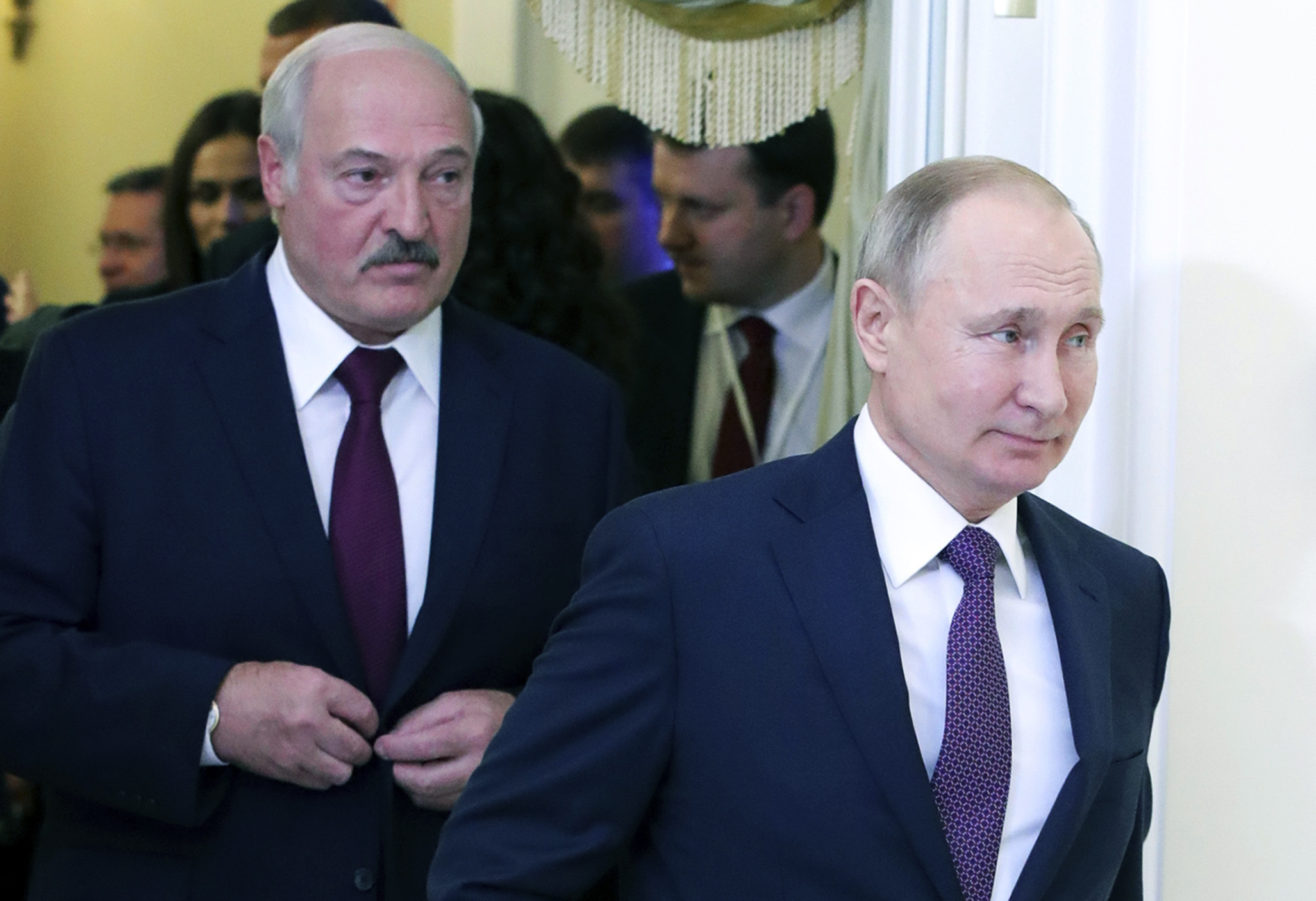 Russia halts oil supplies to Belarus in push for closer ties