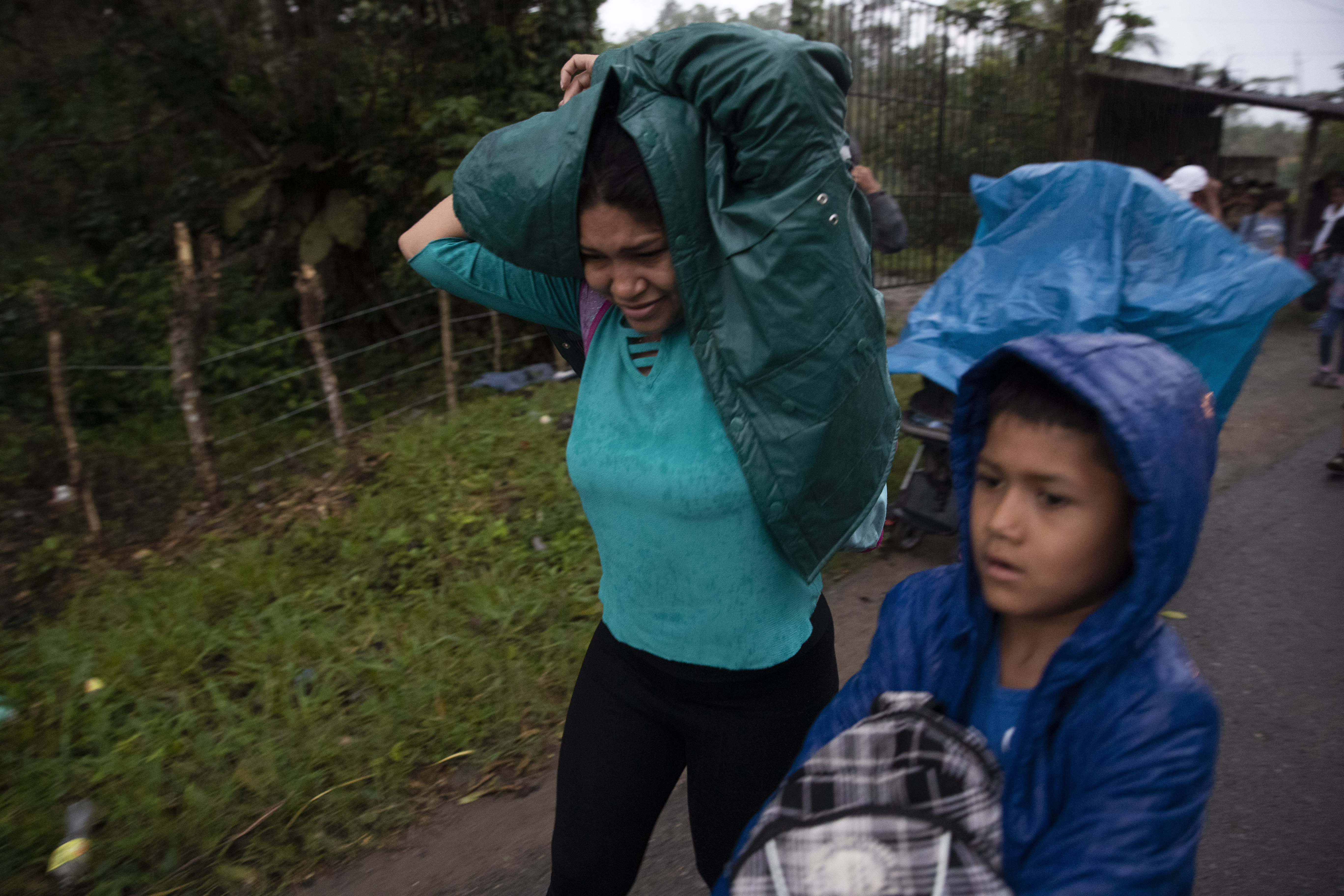 Guatemala sweeps up migrant group, returns them to border