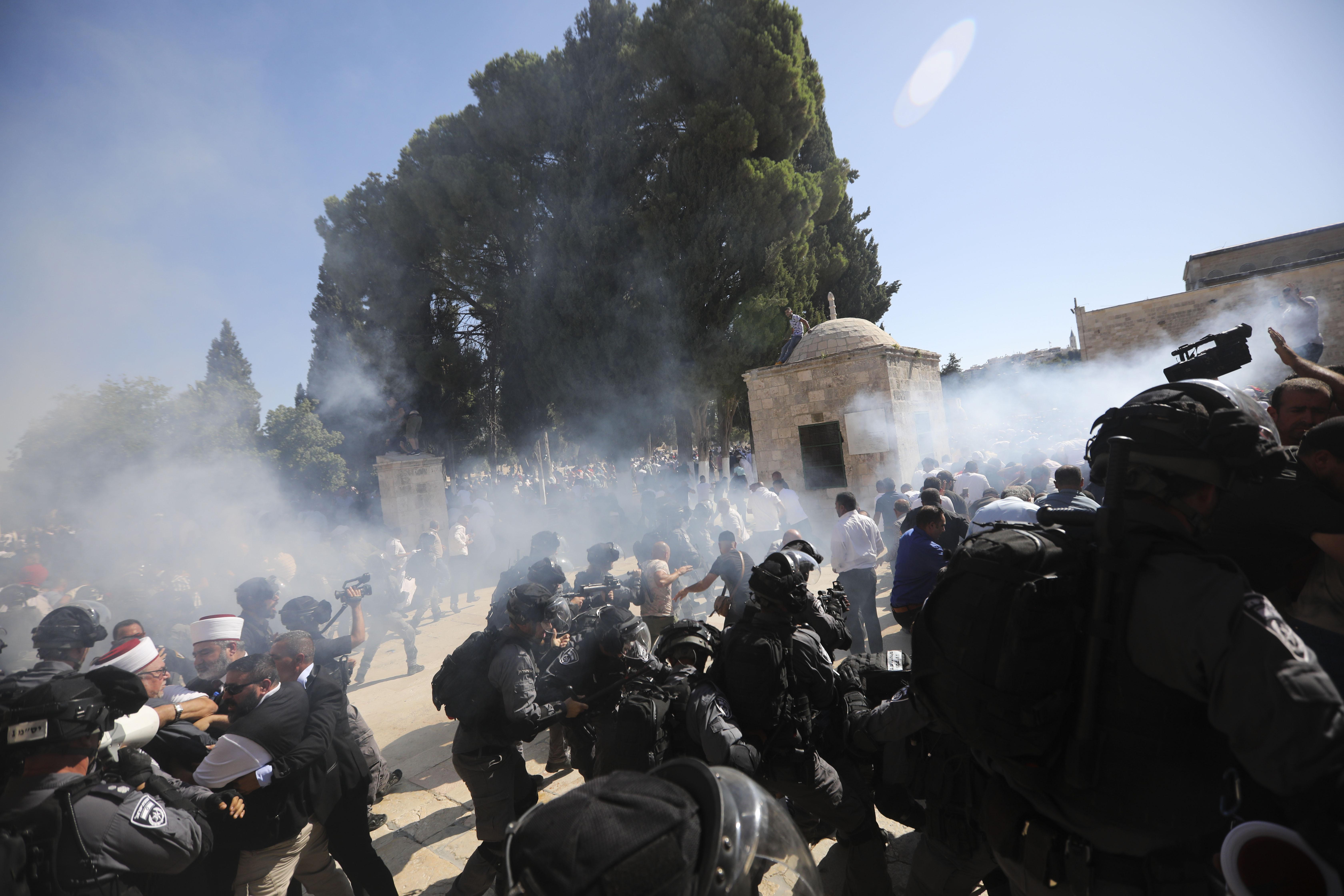 Clashes undermine fragile truce over Jerusalem holy site