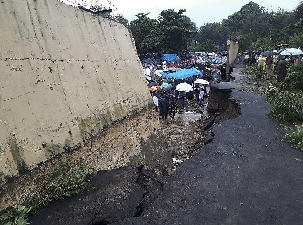 Multiple walls collapse in India monsoon rains, killing 31